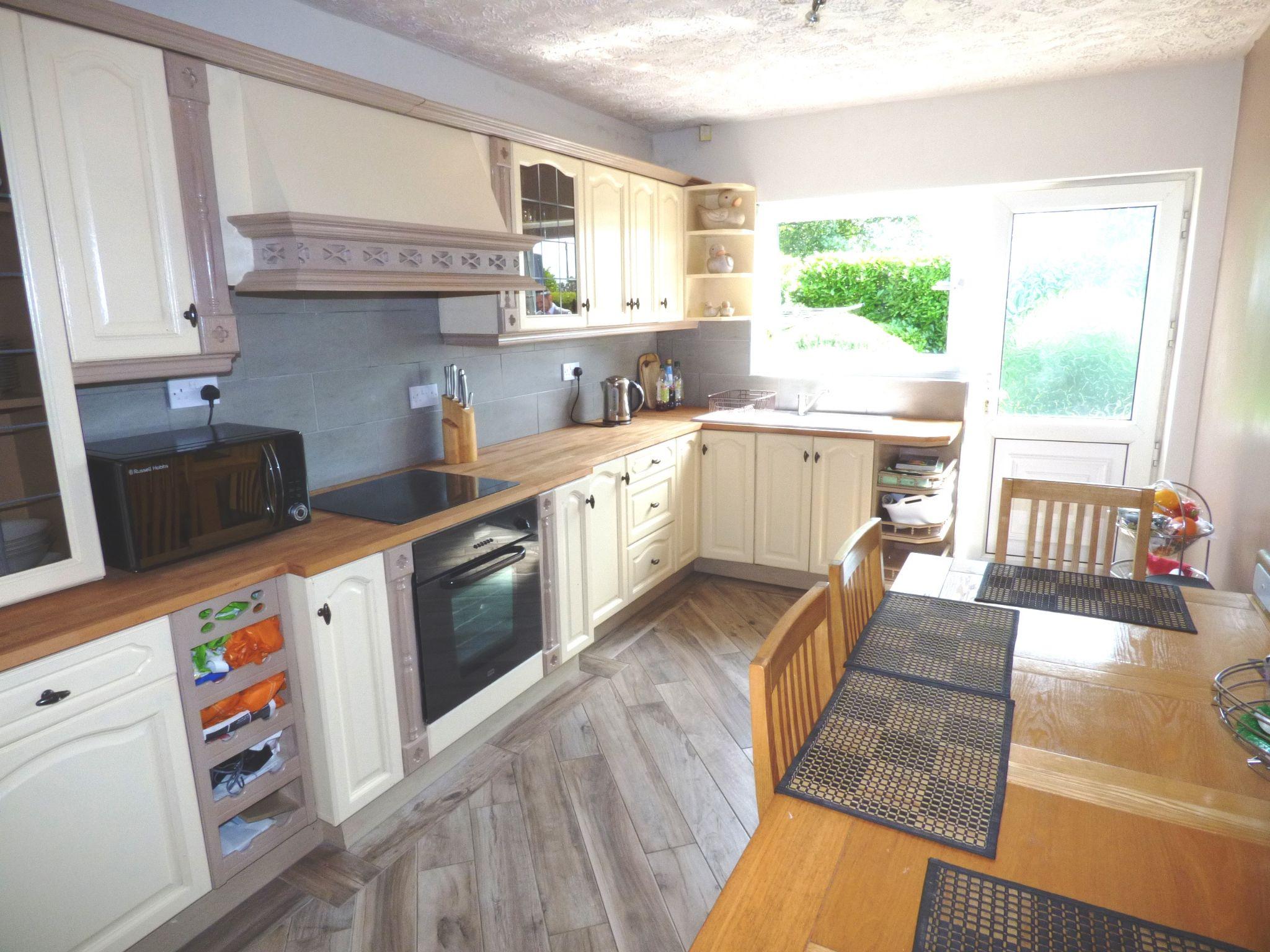 5 Bedroom Detached Bungalow For Sale - Photograph 10