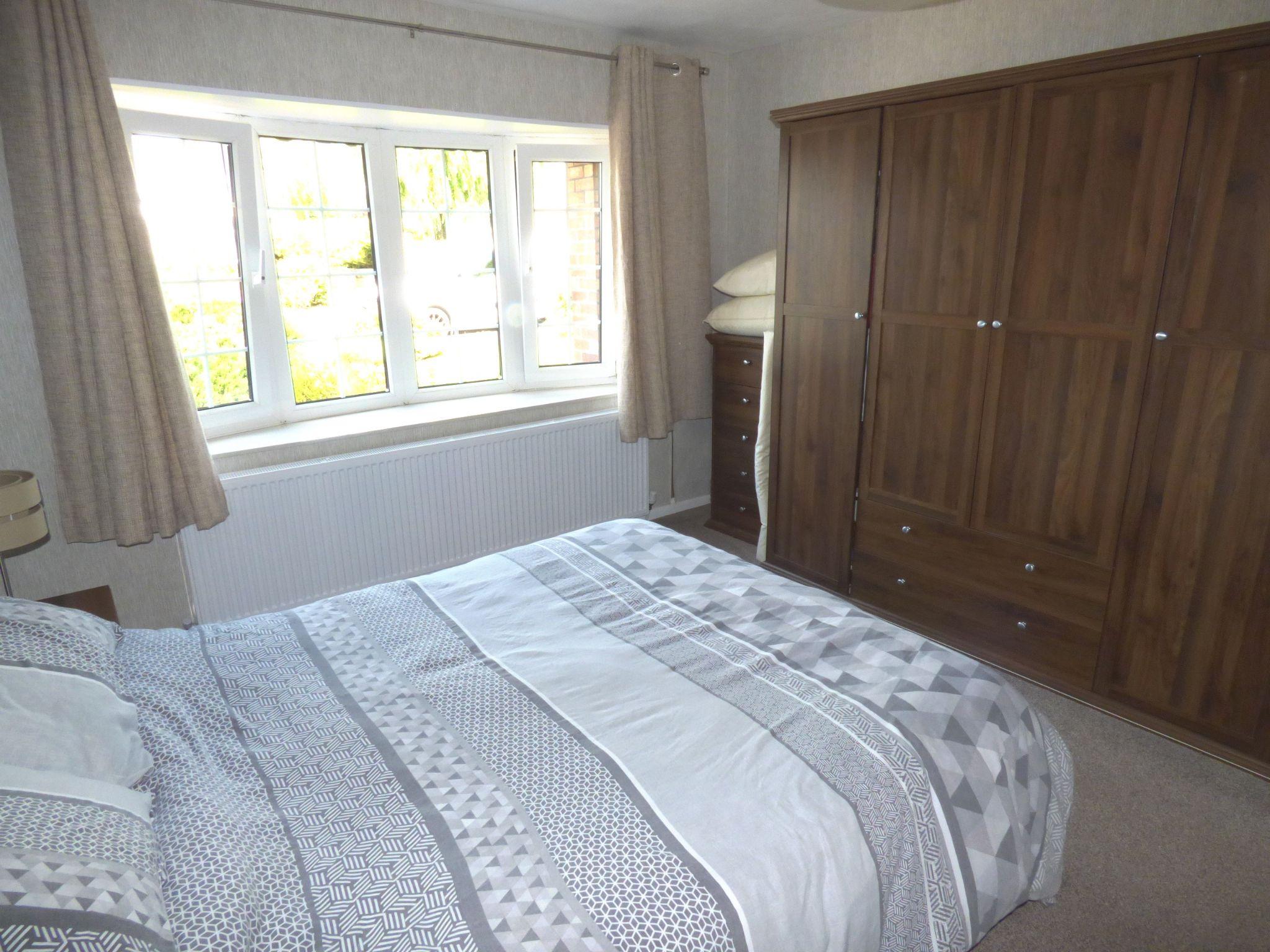 5 Bedroom Detached Bungalow For Sale - Photograph 6