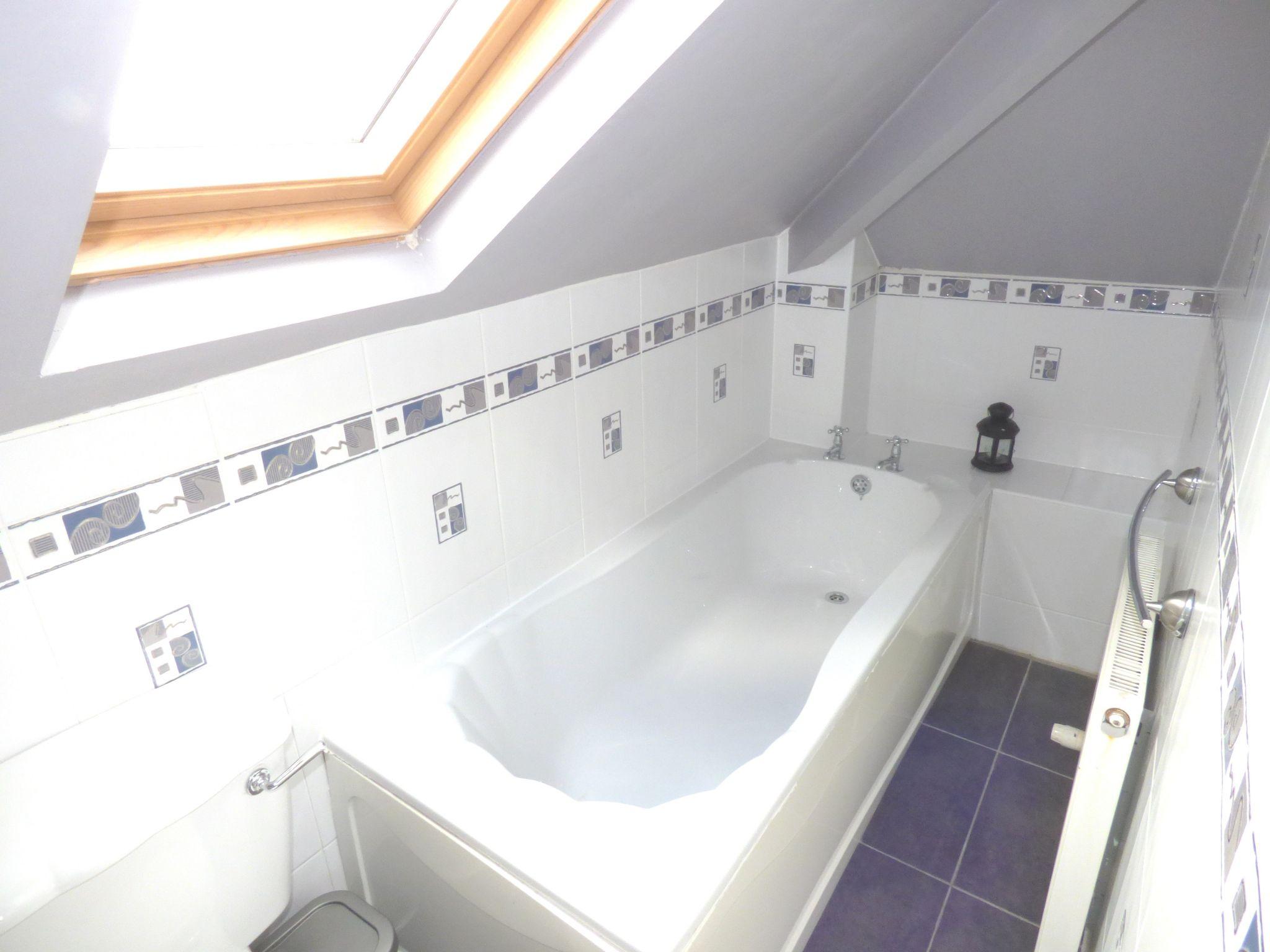 5 Bedroom Detached Bungalow For Sale - Photograph 15
