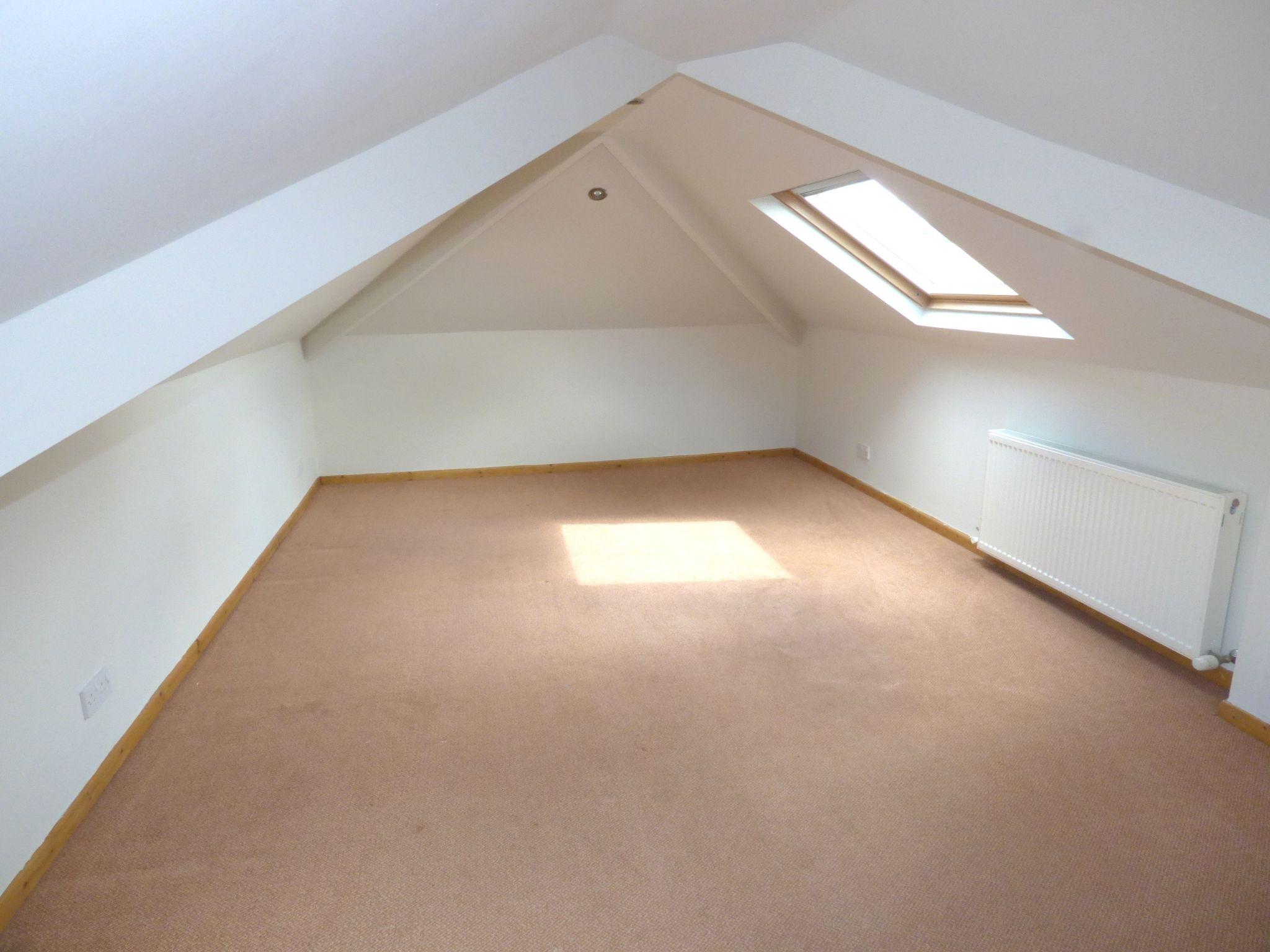 5 Bedroom Detached Bungalow For Sale - Photograph 14