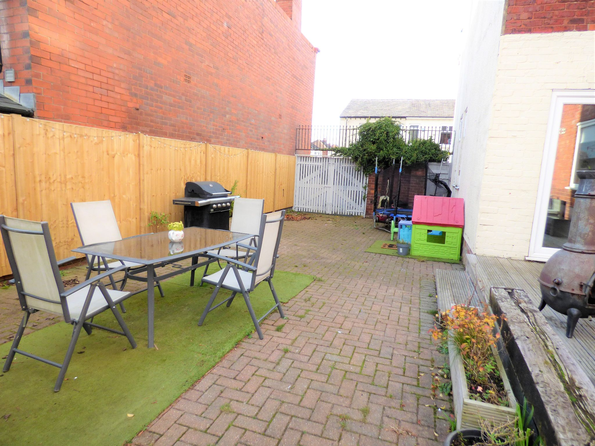 4 Bedroom Semi-detached House For Sale - Photograph 15
