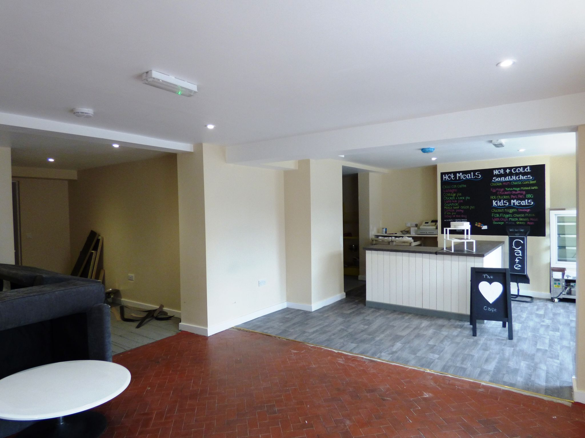 Commercial Property To Rent - Photograph 5