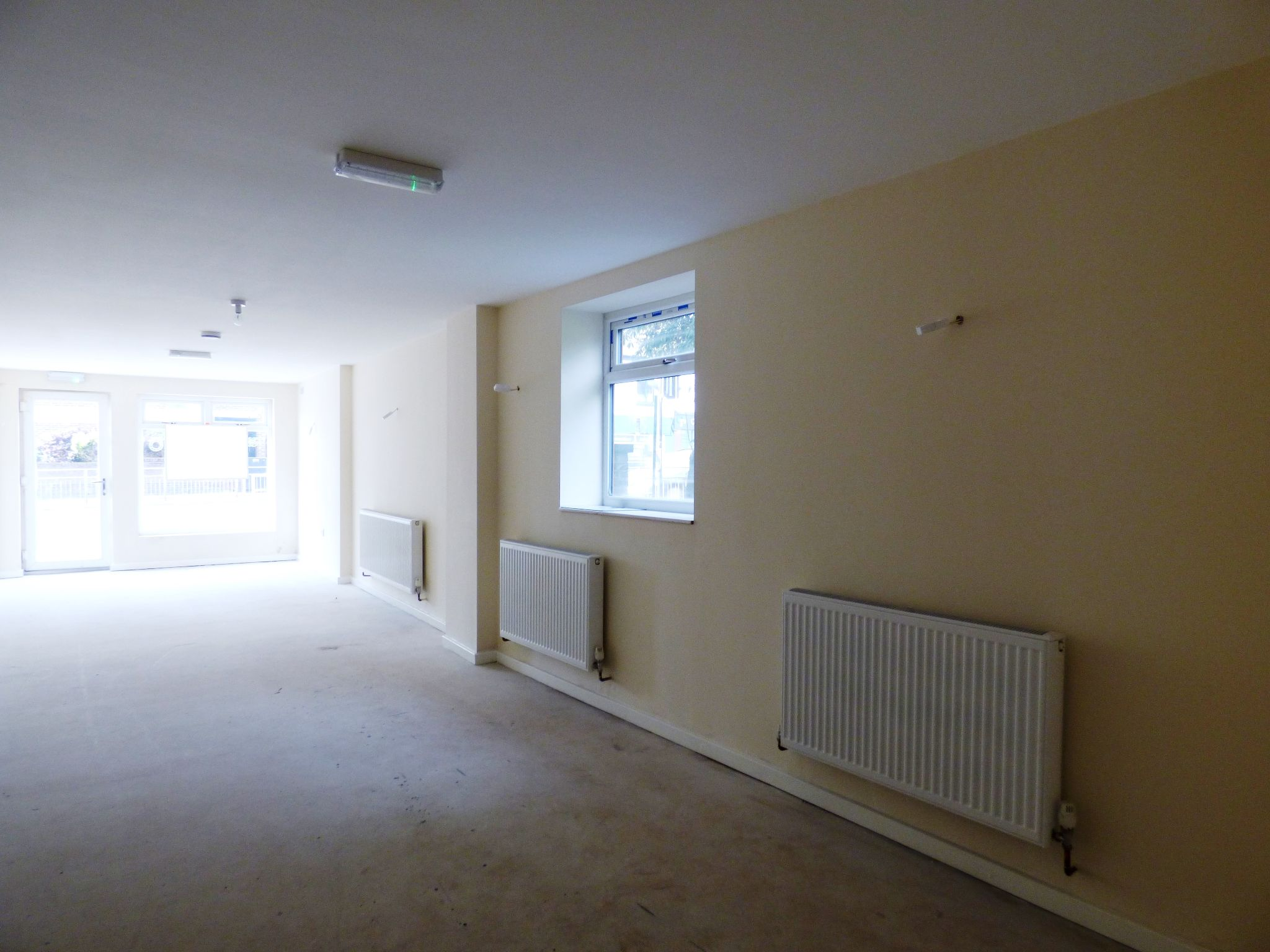 Commercial Property To Rent - Photograph 14