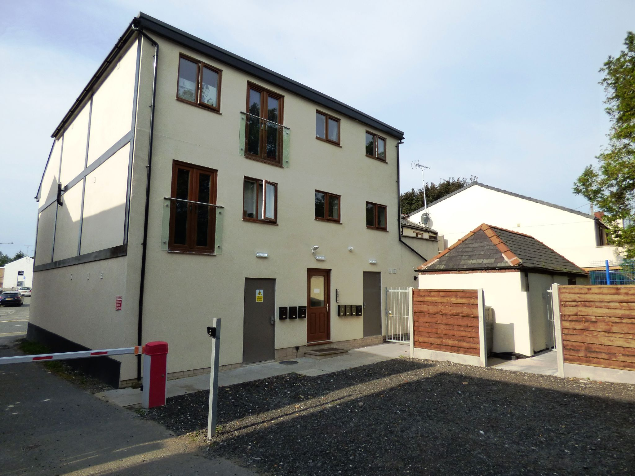 Commercial Property To Rent - Photograph 17