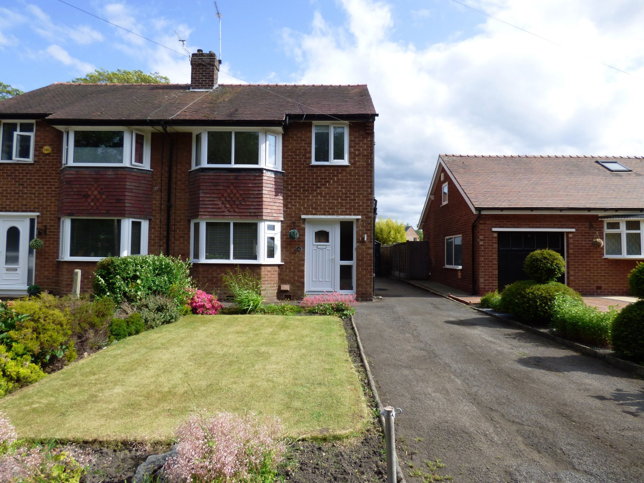 3 Bedroom Semi-detached House For Sale - Photograph 1