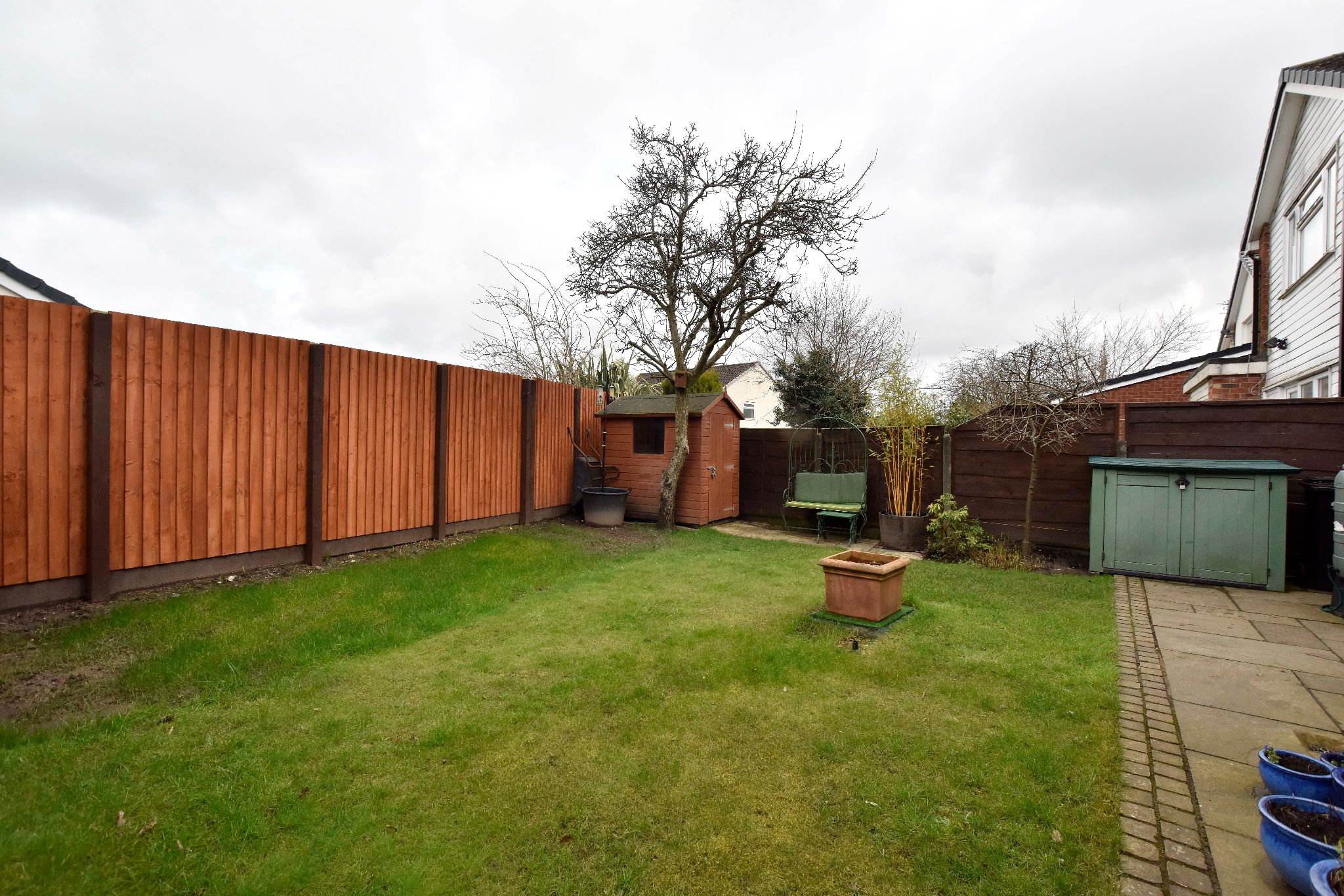 3 Bedroom Link Detached House For Sale - Photograph 4