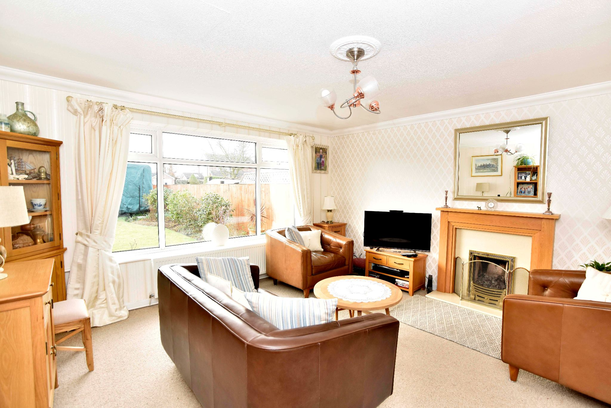 3 Bedroom Link Detached House For Sale - Photograph 7