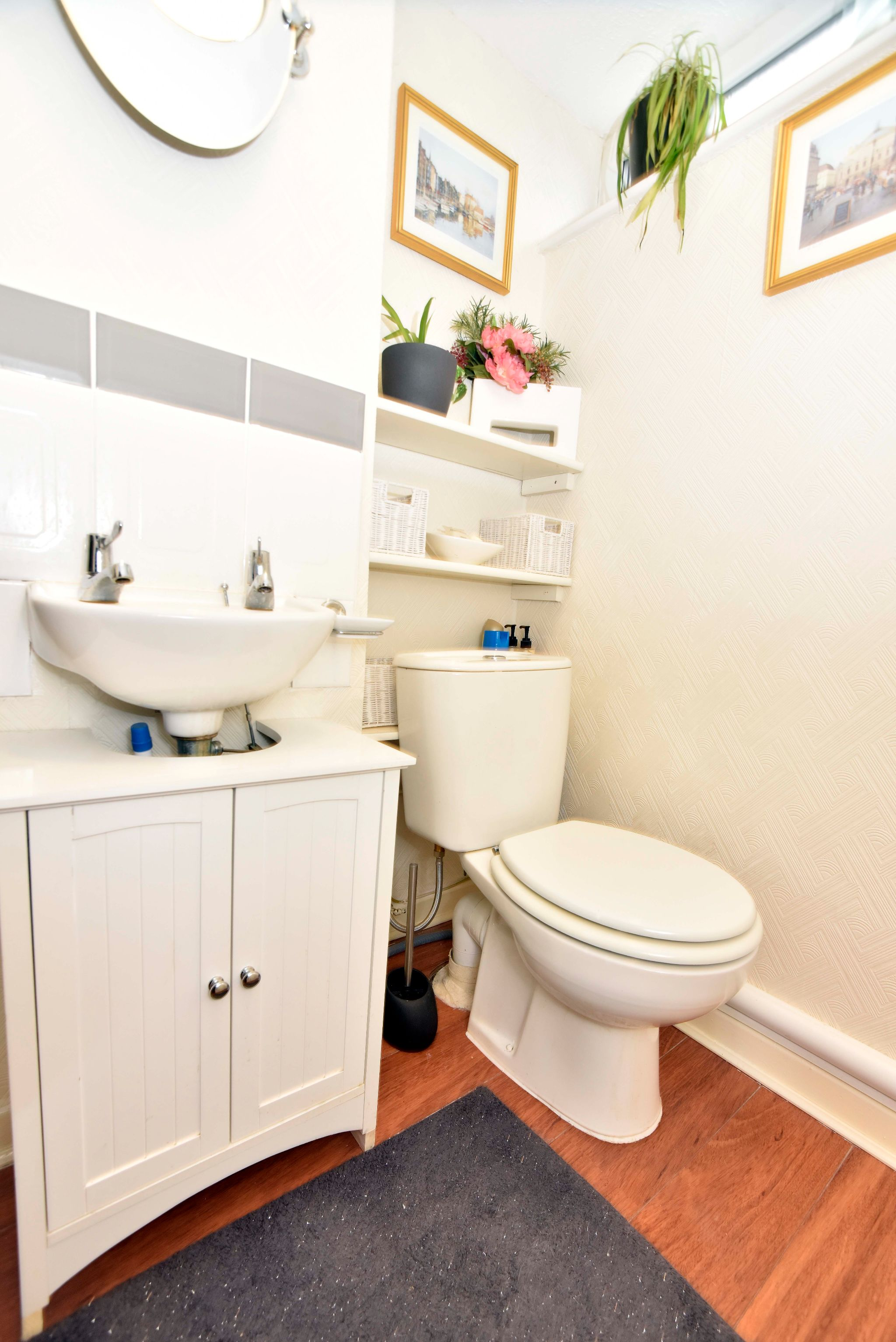 3 Bedroom Link Detached House For Sale - Photograph 6