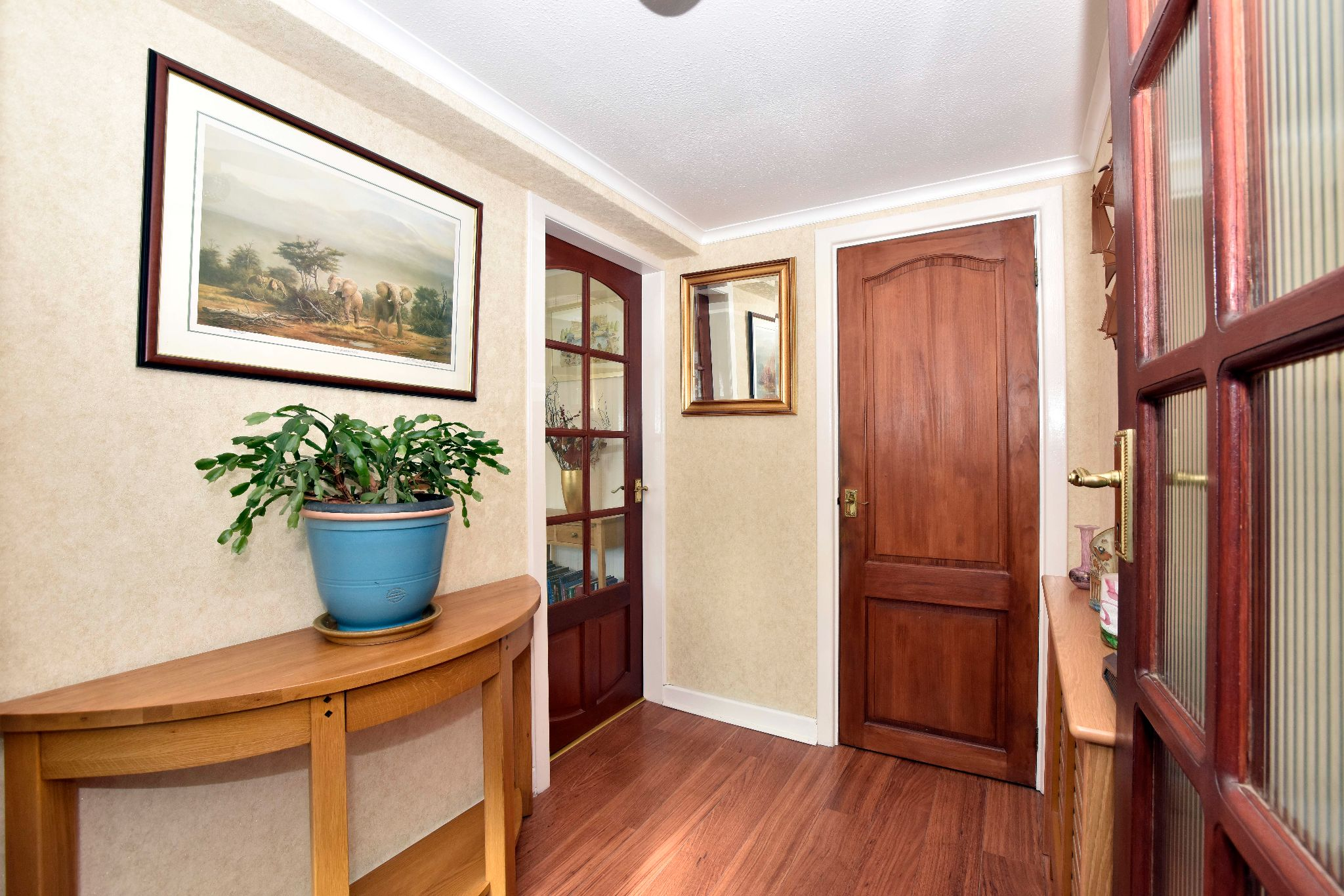 3 Bedroom Link Detached House For Sale - Photograph 5
