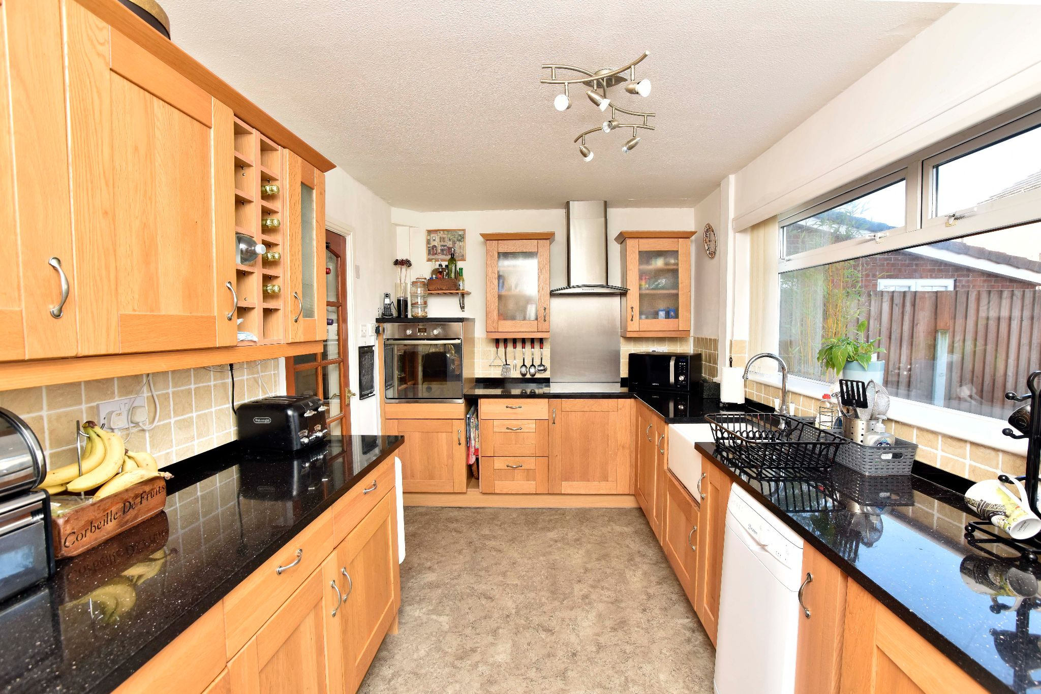 3 Bedroom Link Detached House For Sale - Photograph 9