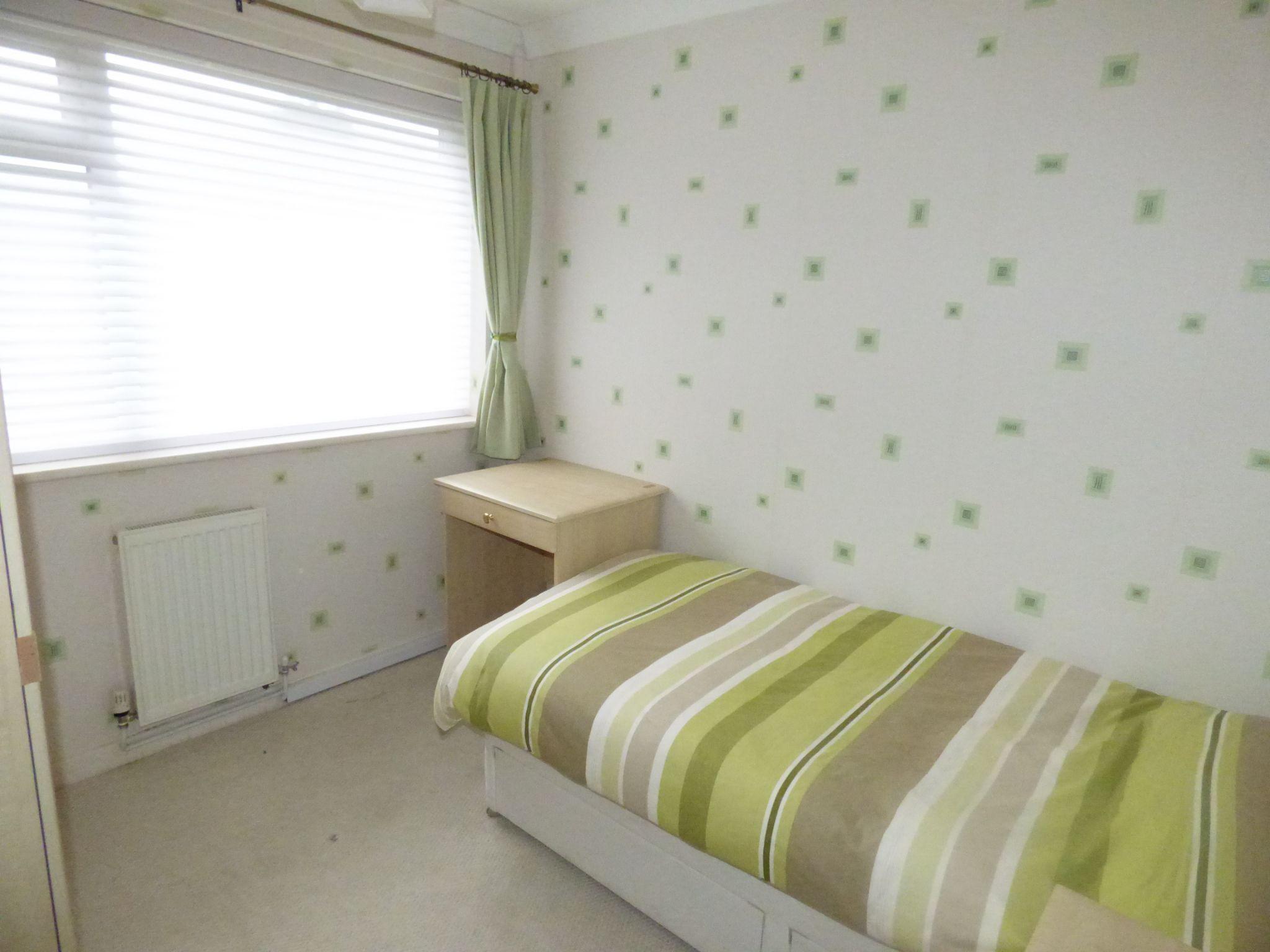2 Bedroom Semi-detached Bungalow For Sale - Photograph 8