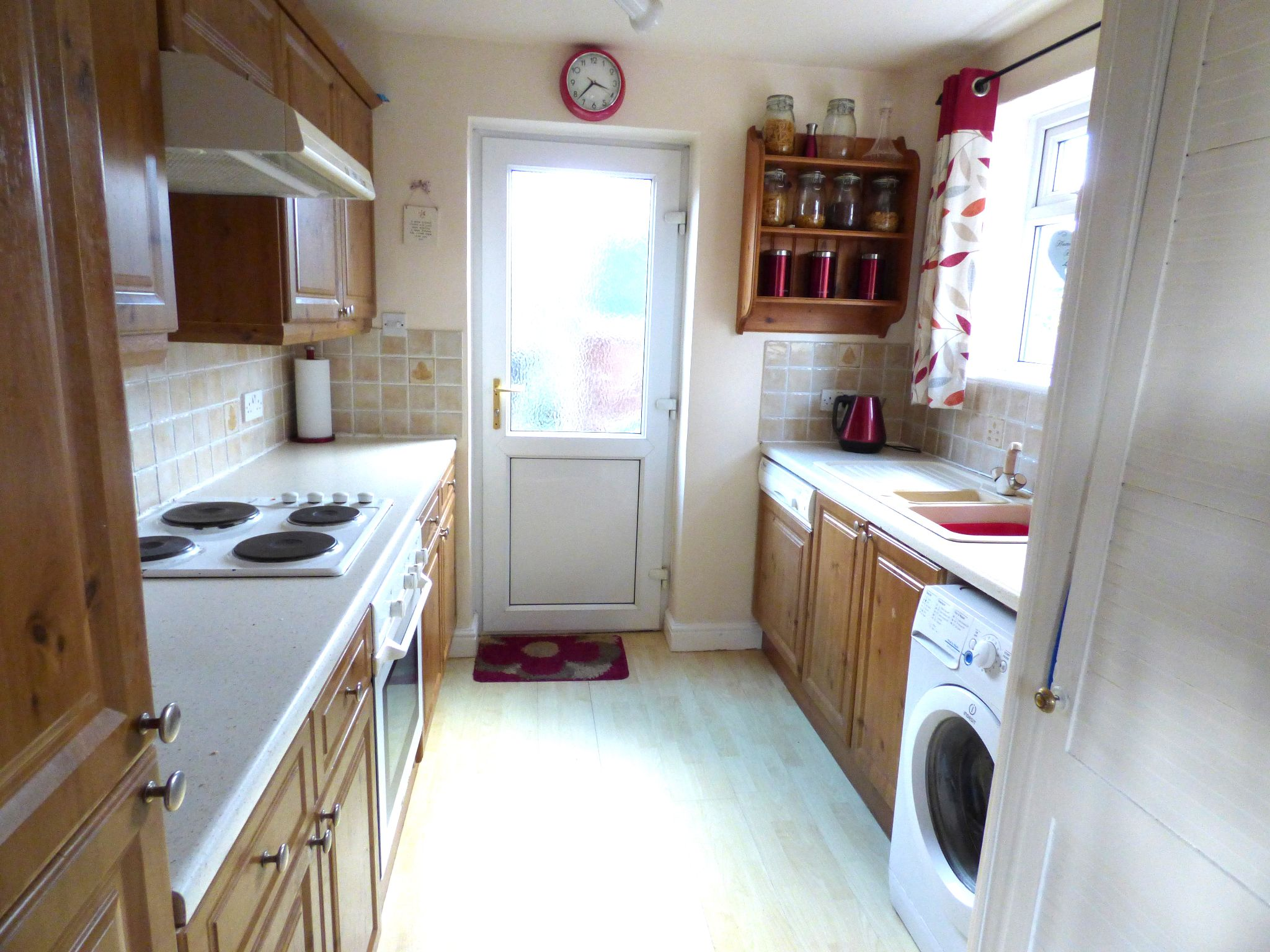 3 Bedroom Semi-detached House For Sale - Photograph 4