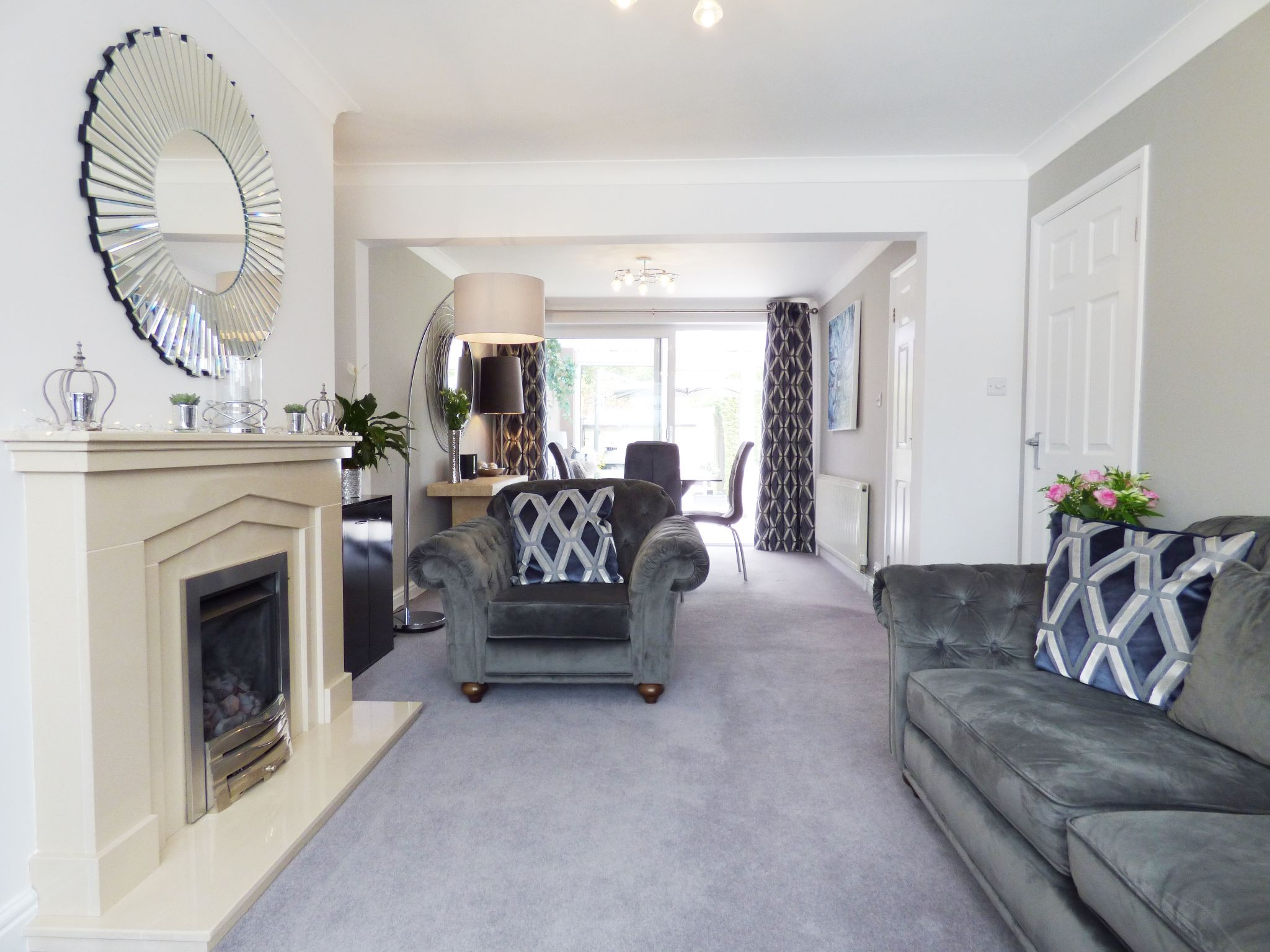 5 Bedroom Semi-detached House For Sale - Lounge