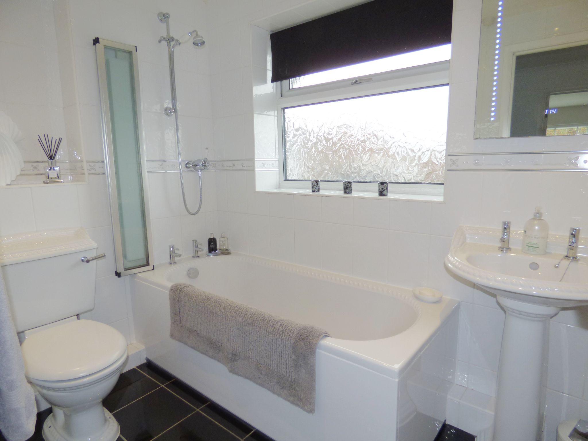 5 Bedroom Semi-detached House For Sale - Bathroom