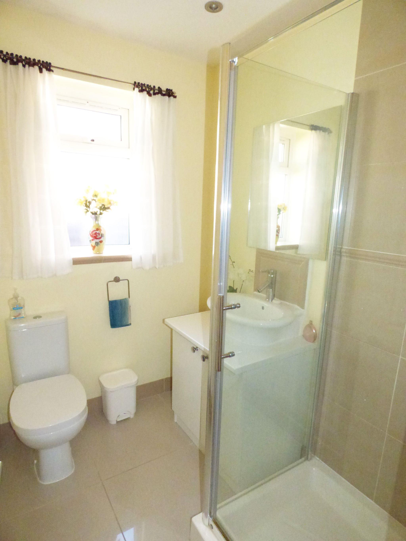 3 Bedroom Detached Bungalow For Sale - Photograph 21