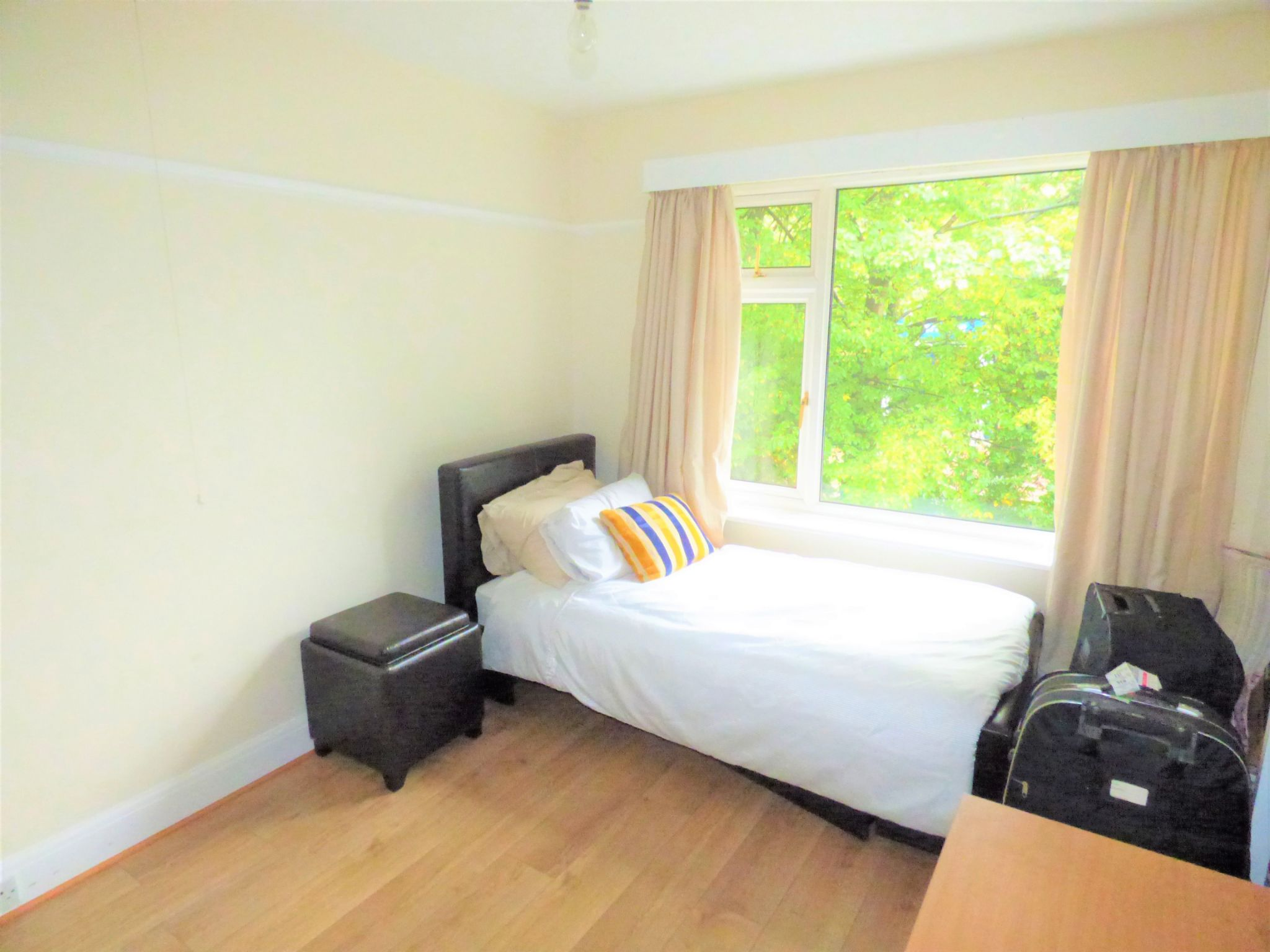 3 Bedroom Detached House For Sale - Photograph 2
