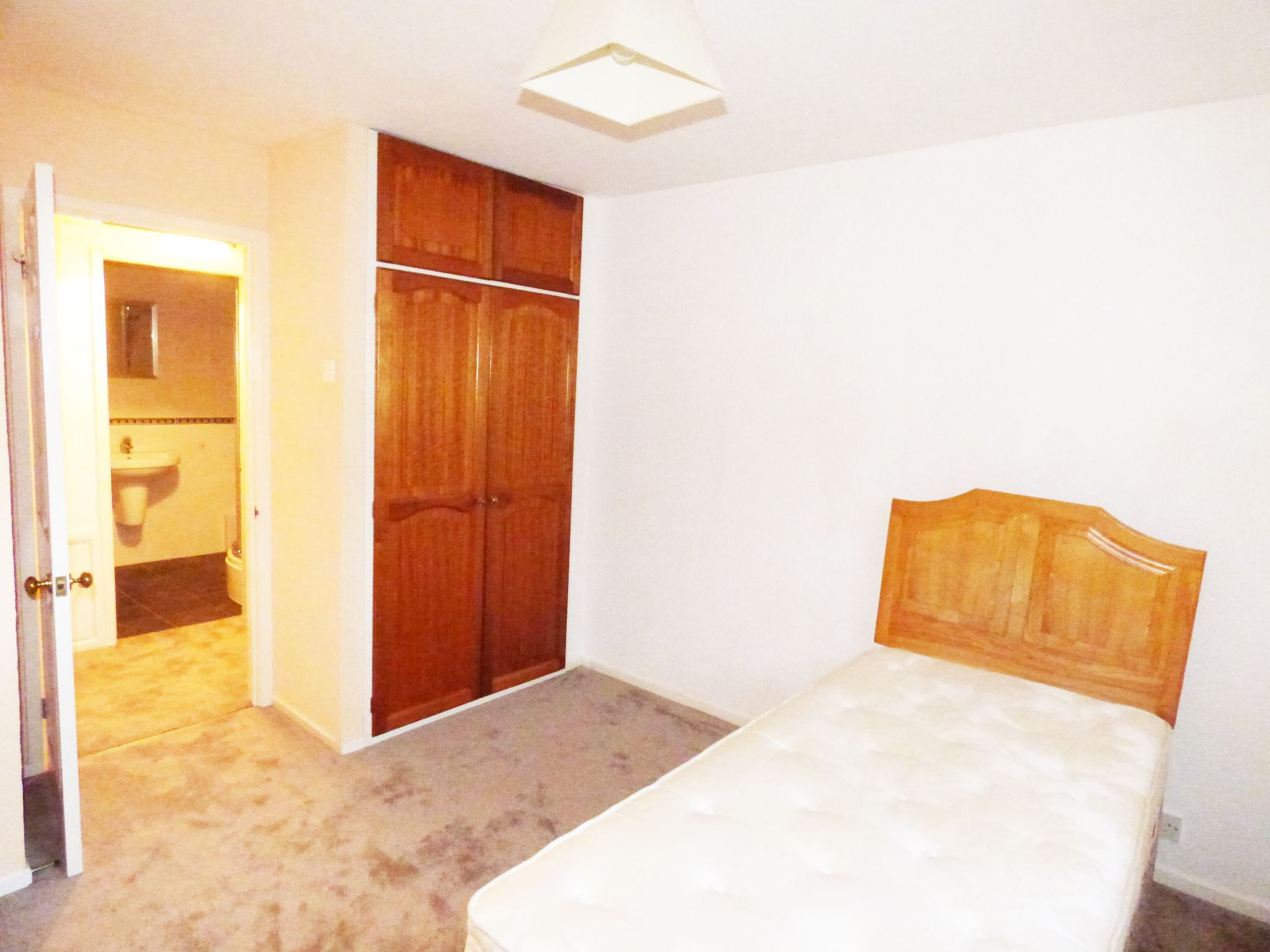 1 Bedroom Apartment Flat/apartment For Sale - Photograph 7