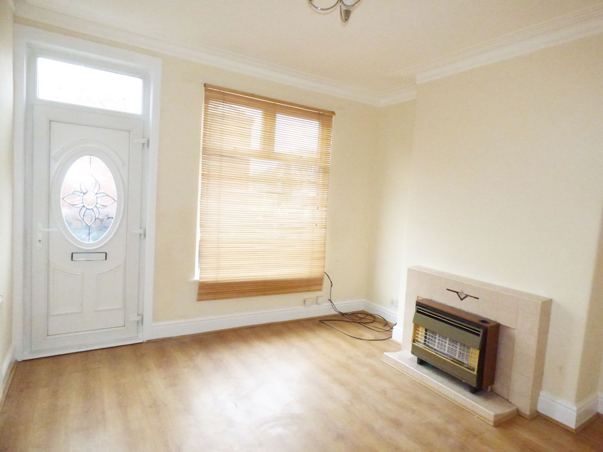 2 Bedroom Mid Terraced House - Lounge