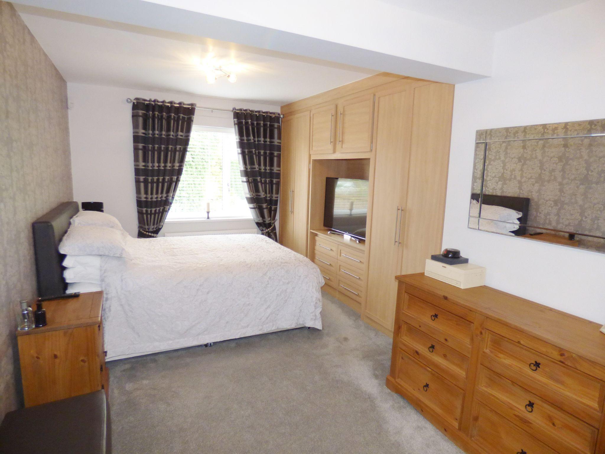 3 Bedroom Detached Bungalow For Sale - Photograph 10