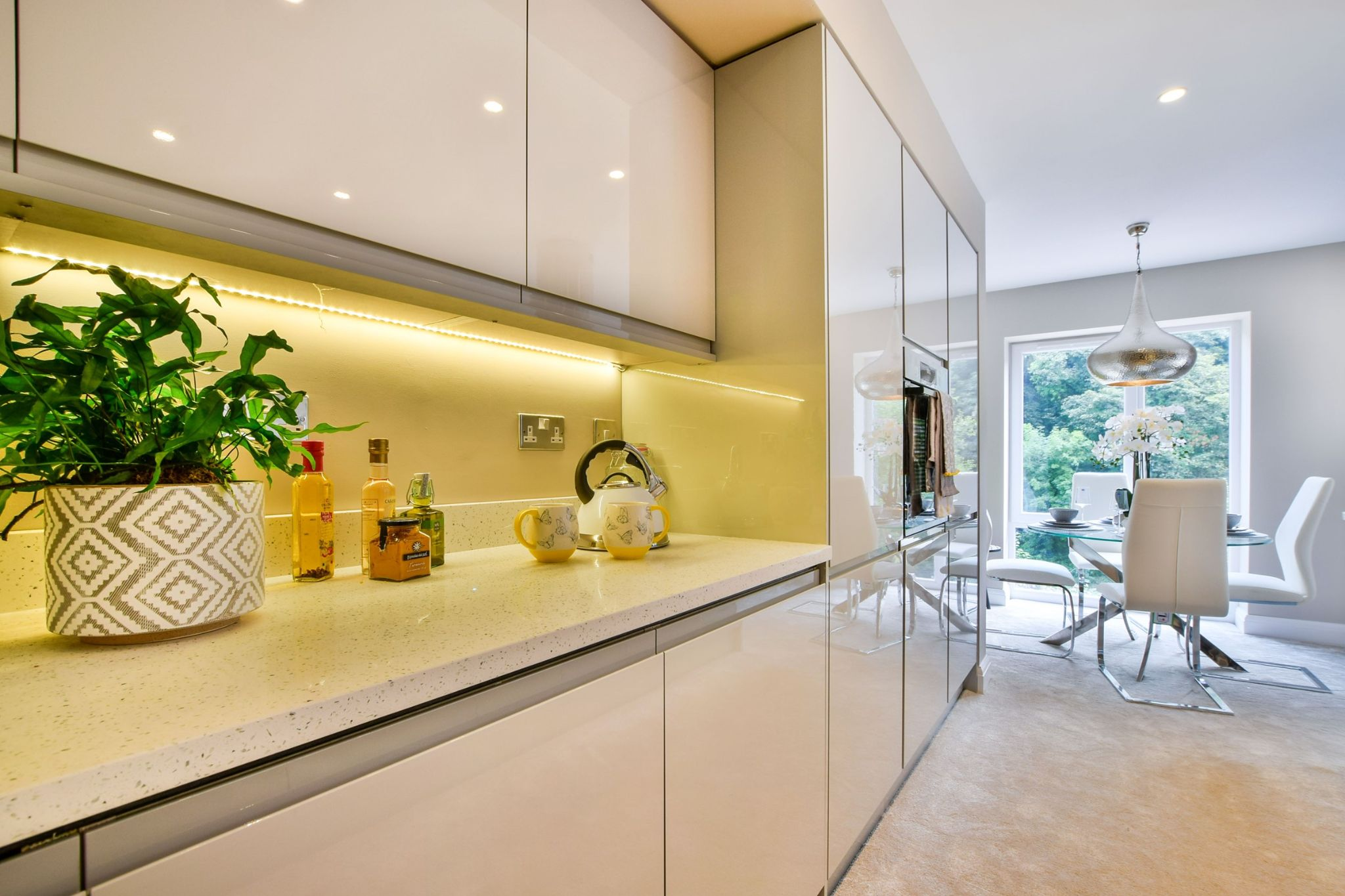 2 Bedroom Apartment Flat/apartment For Sale - Kitchen to Dining Area