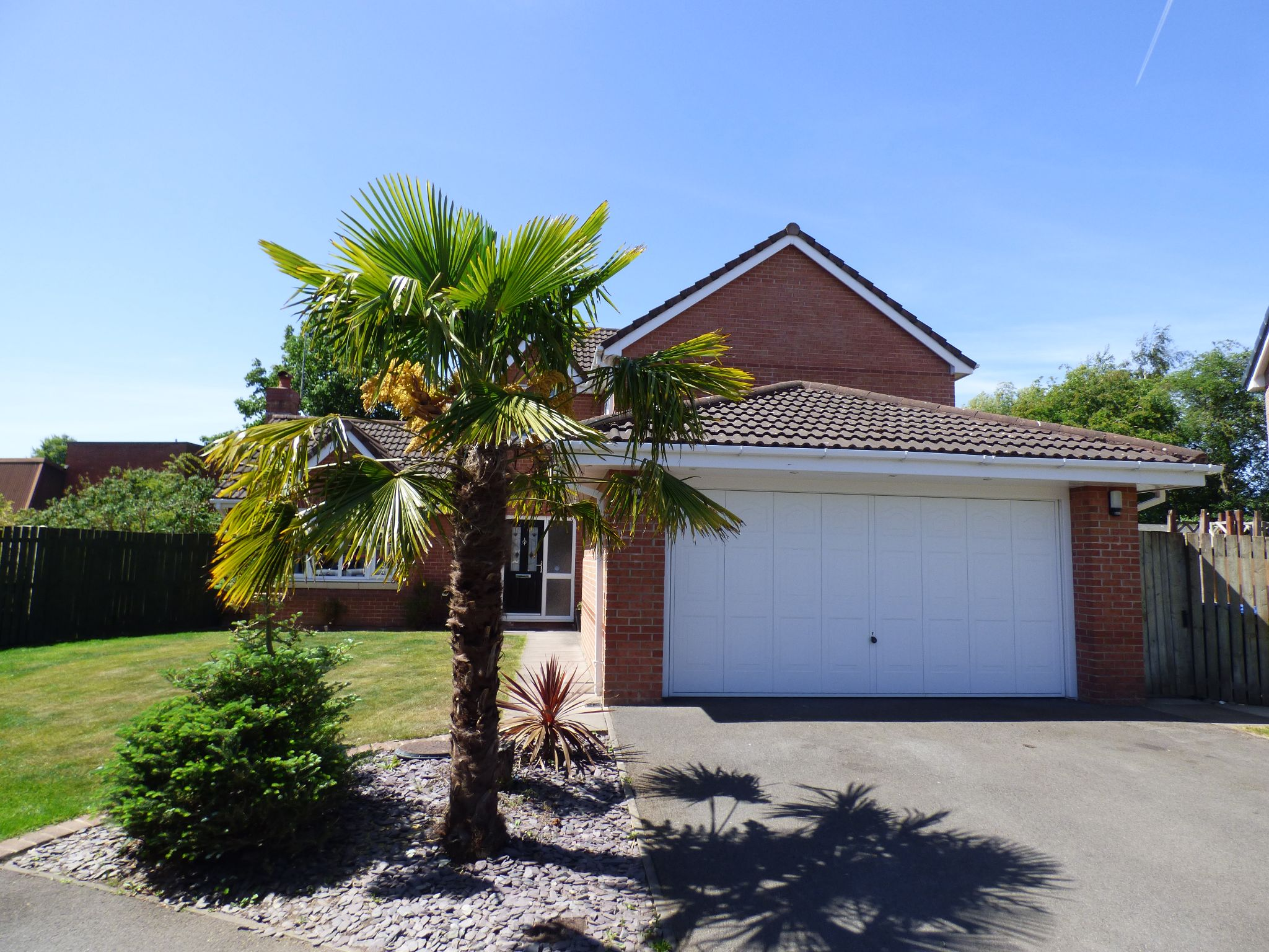 4 Bedroom Detached House For Sale - Photograph 20