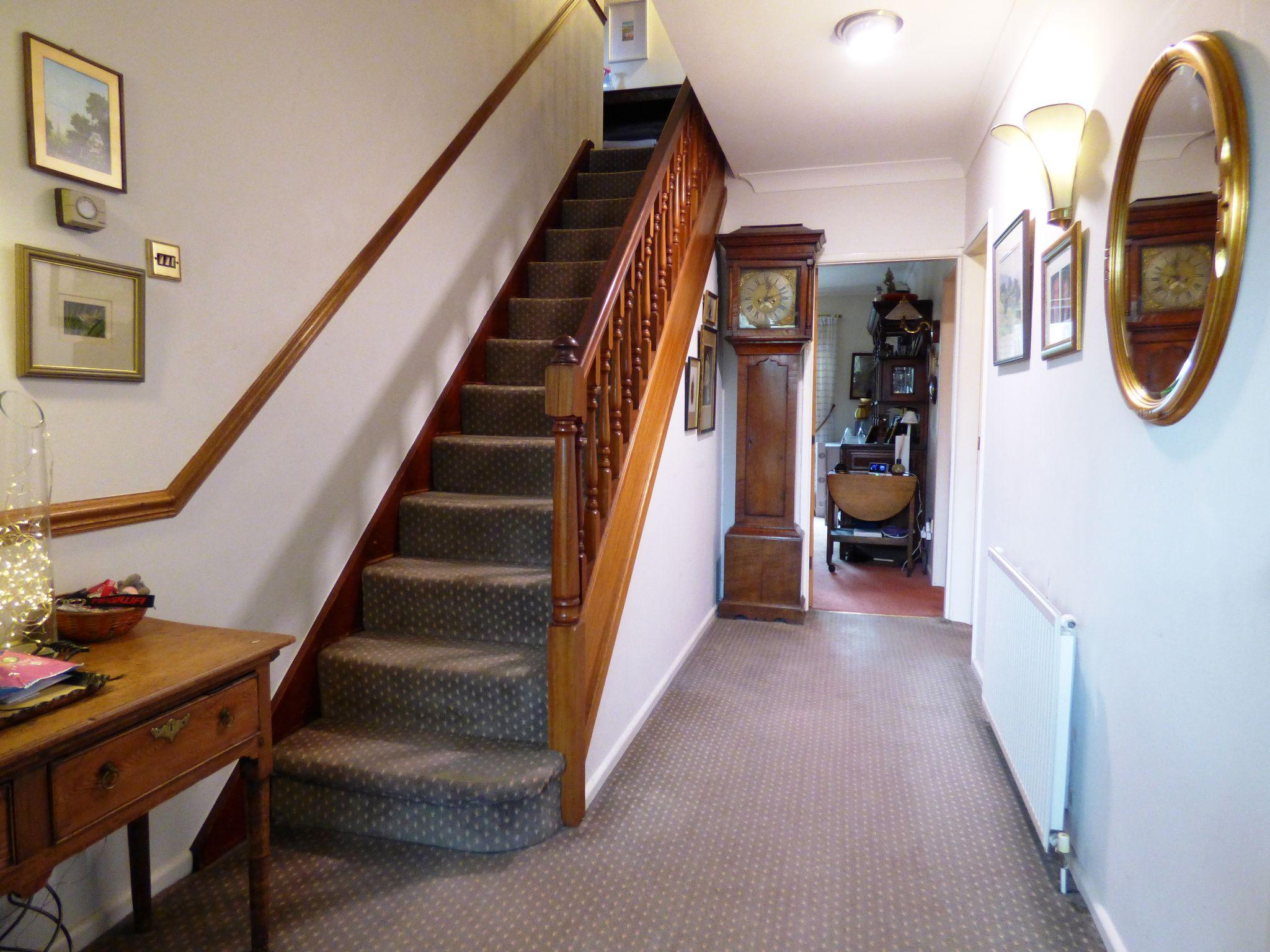 4 Bedroom Detached House For Sale - Hall