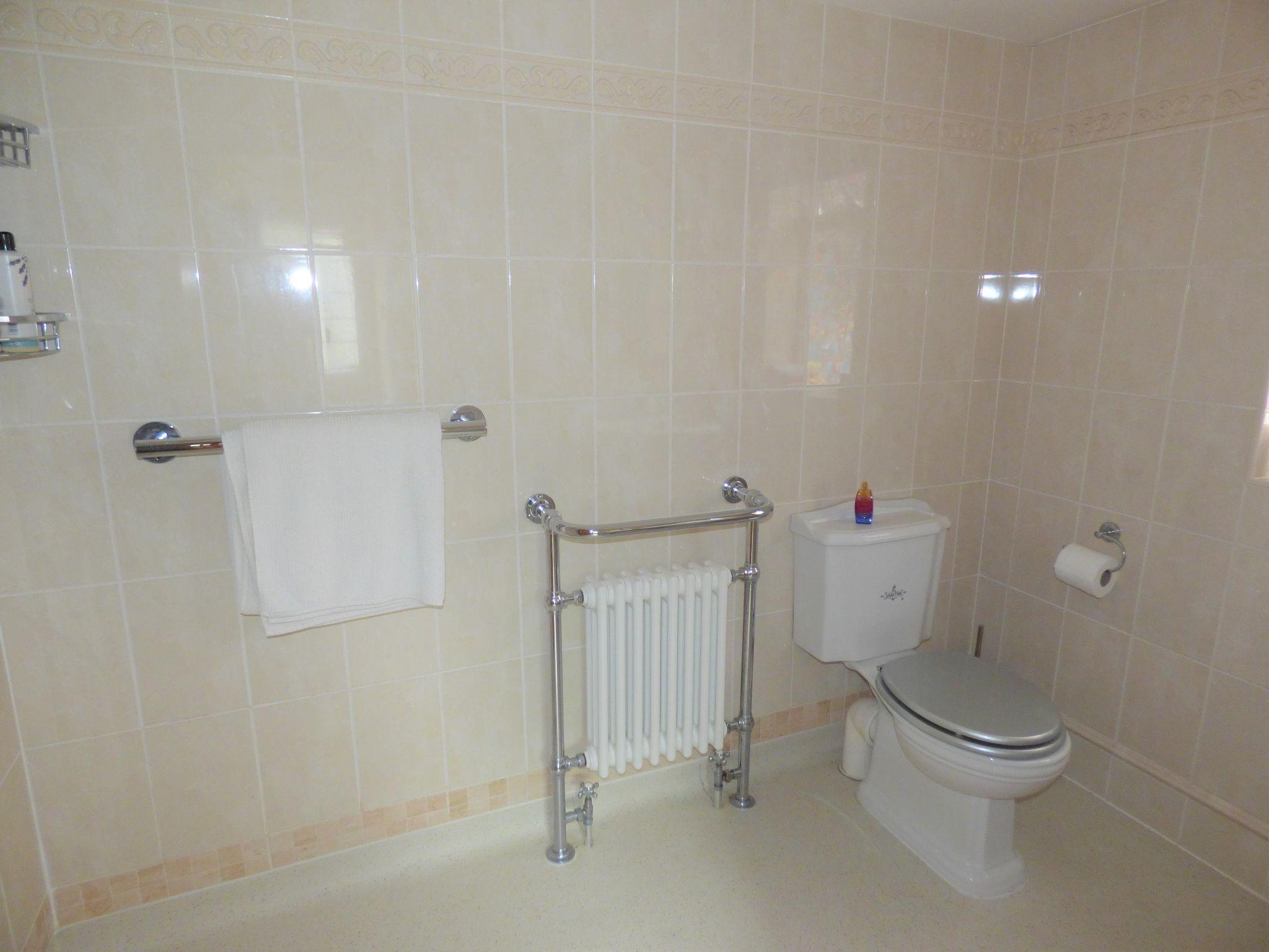 4 Bedroom Detached Bungalow For Sale - Photograph 30