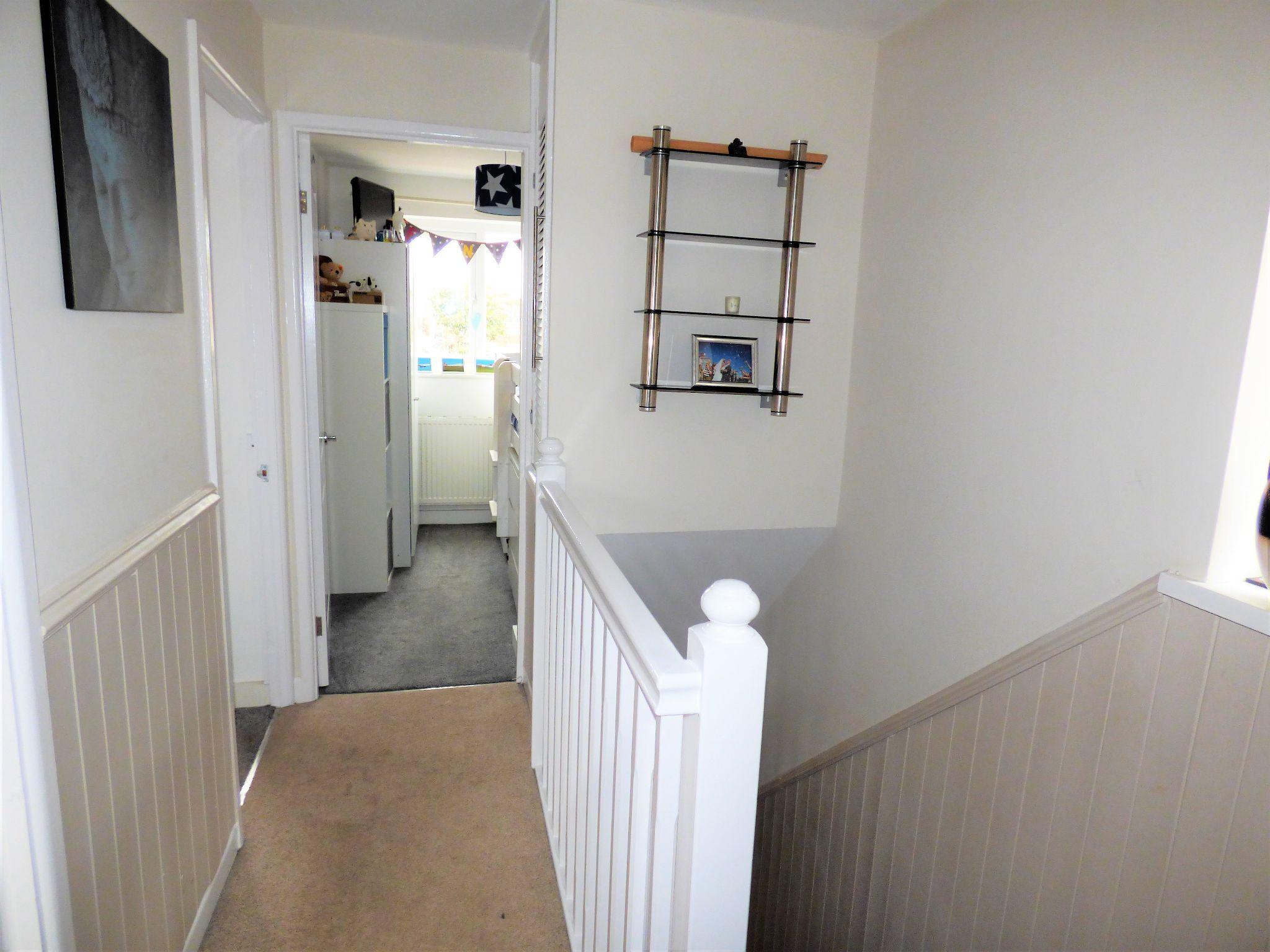3 Bedroom Link Detached House For Sale - Photograph 12