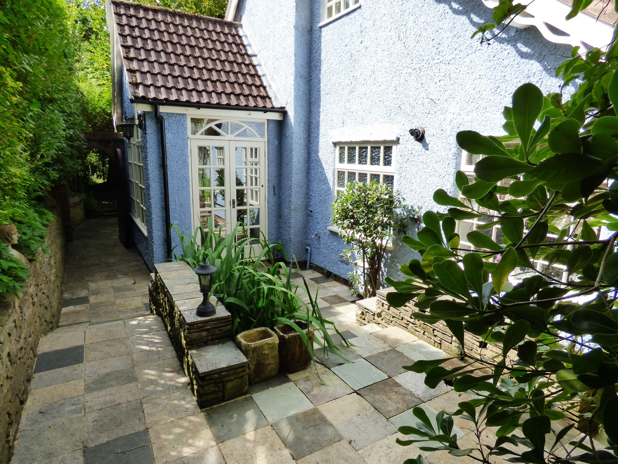 5 Bedroom Detached House For Sale - Courtyard