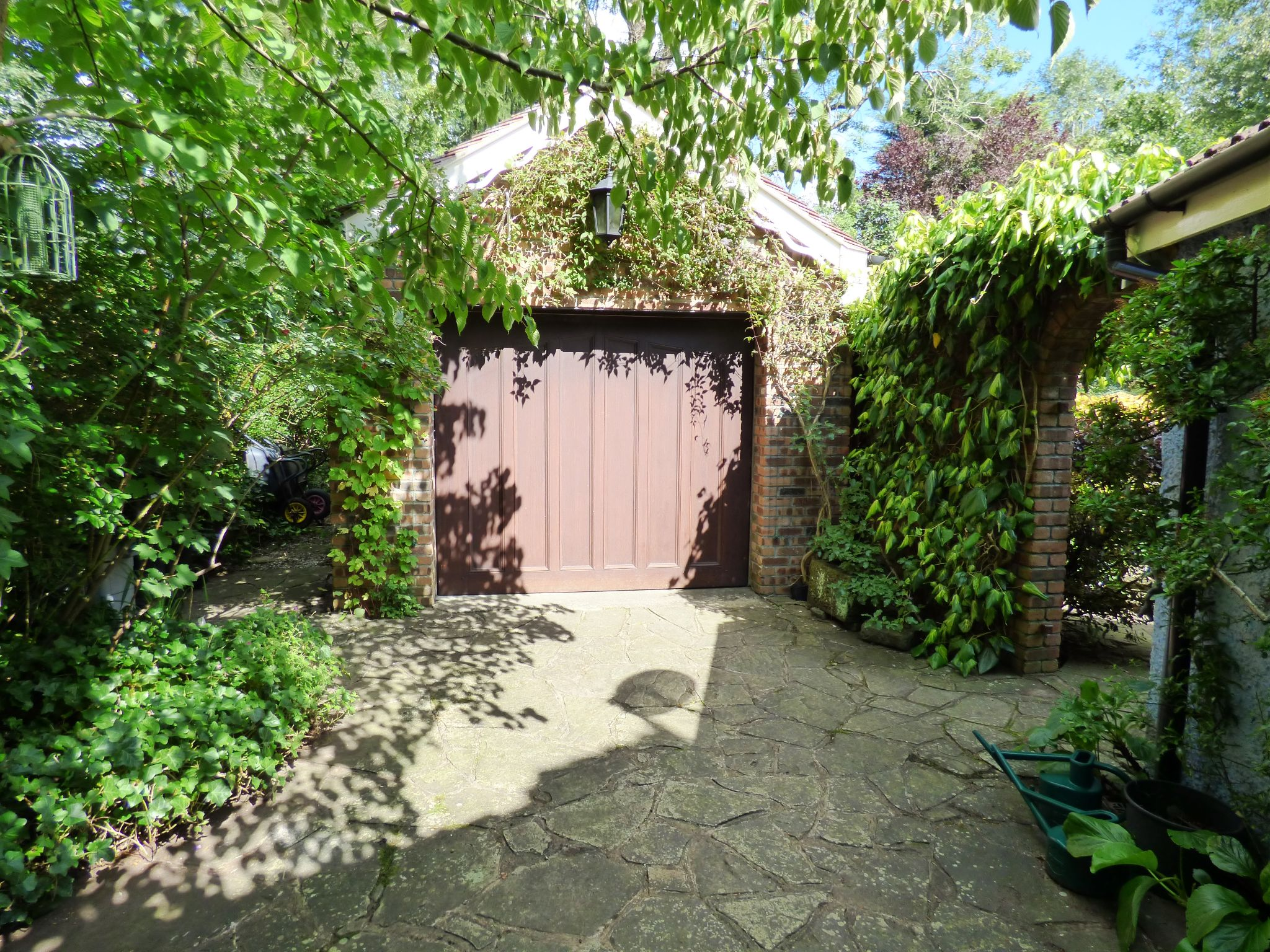 5 Bedroom Detached House For Sale - Detached Garage