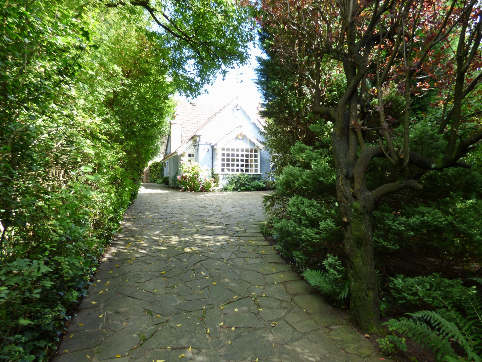 5 Bedroom Detached House For Sale - Driveway Access