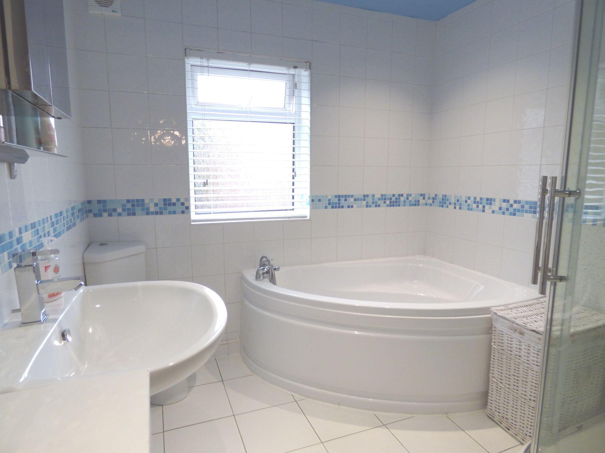 2 Bedroom Cottage House For Sale - Bathroom