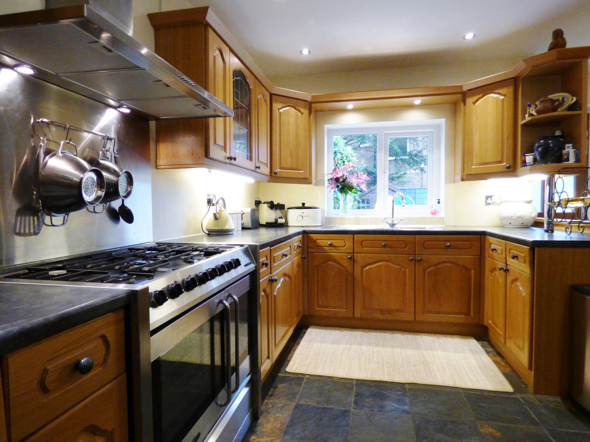 2 Bedroom Cottage House For Sale - Kitchen