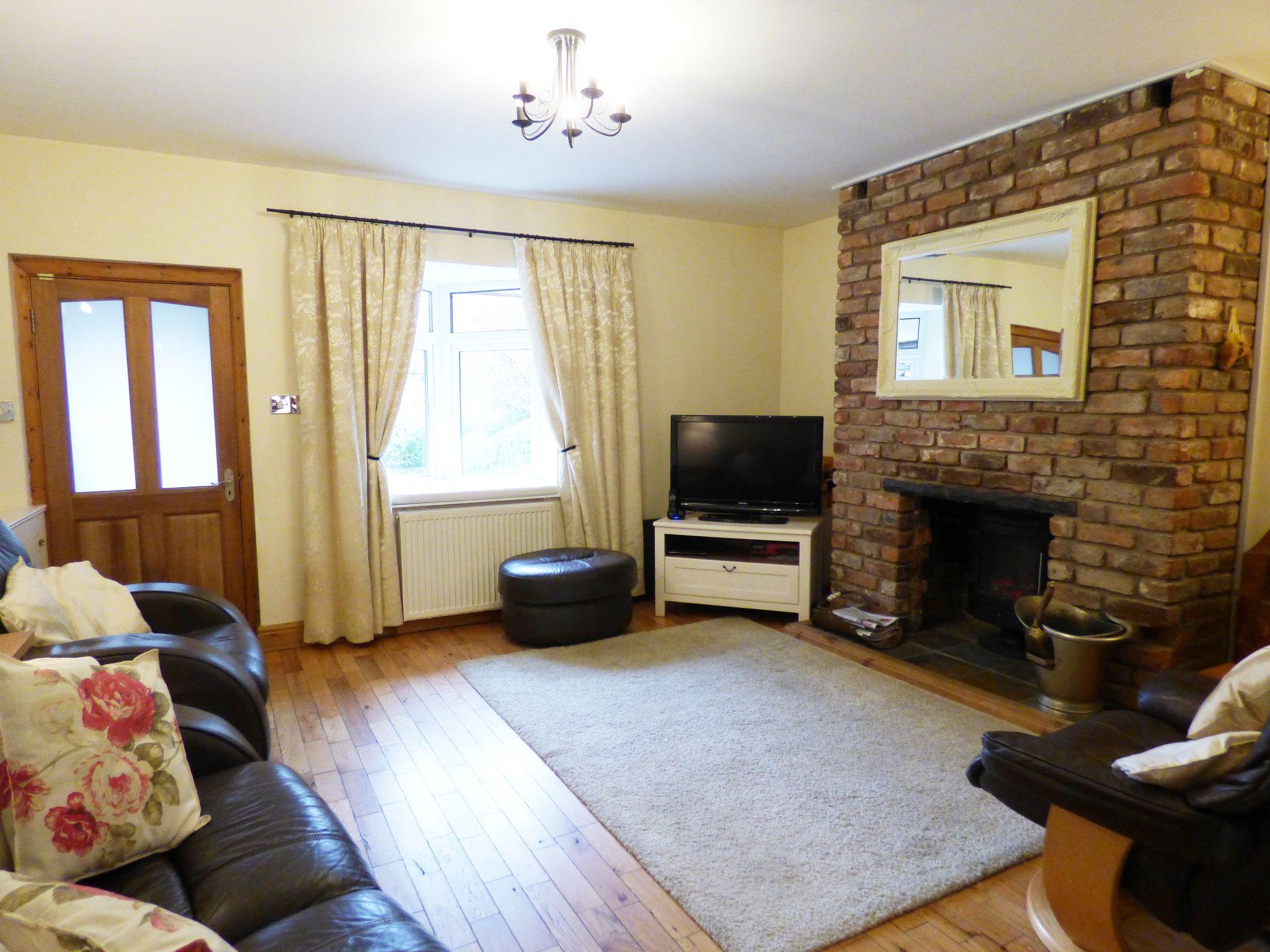 2 Bedroom Cottage House For Sale - Lounge