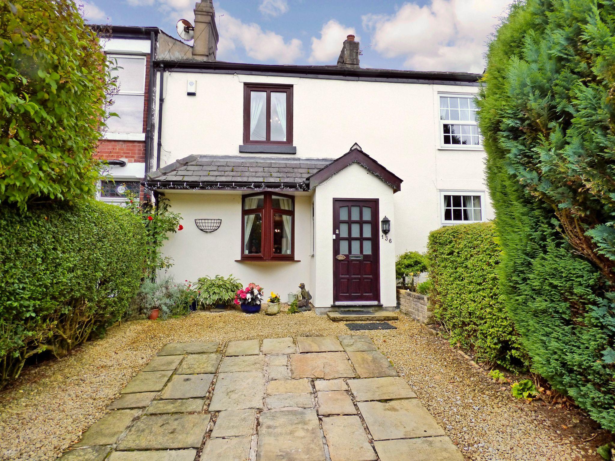 2 Bedroom Cottage House For Sale - Front External