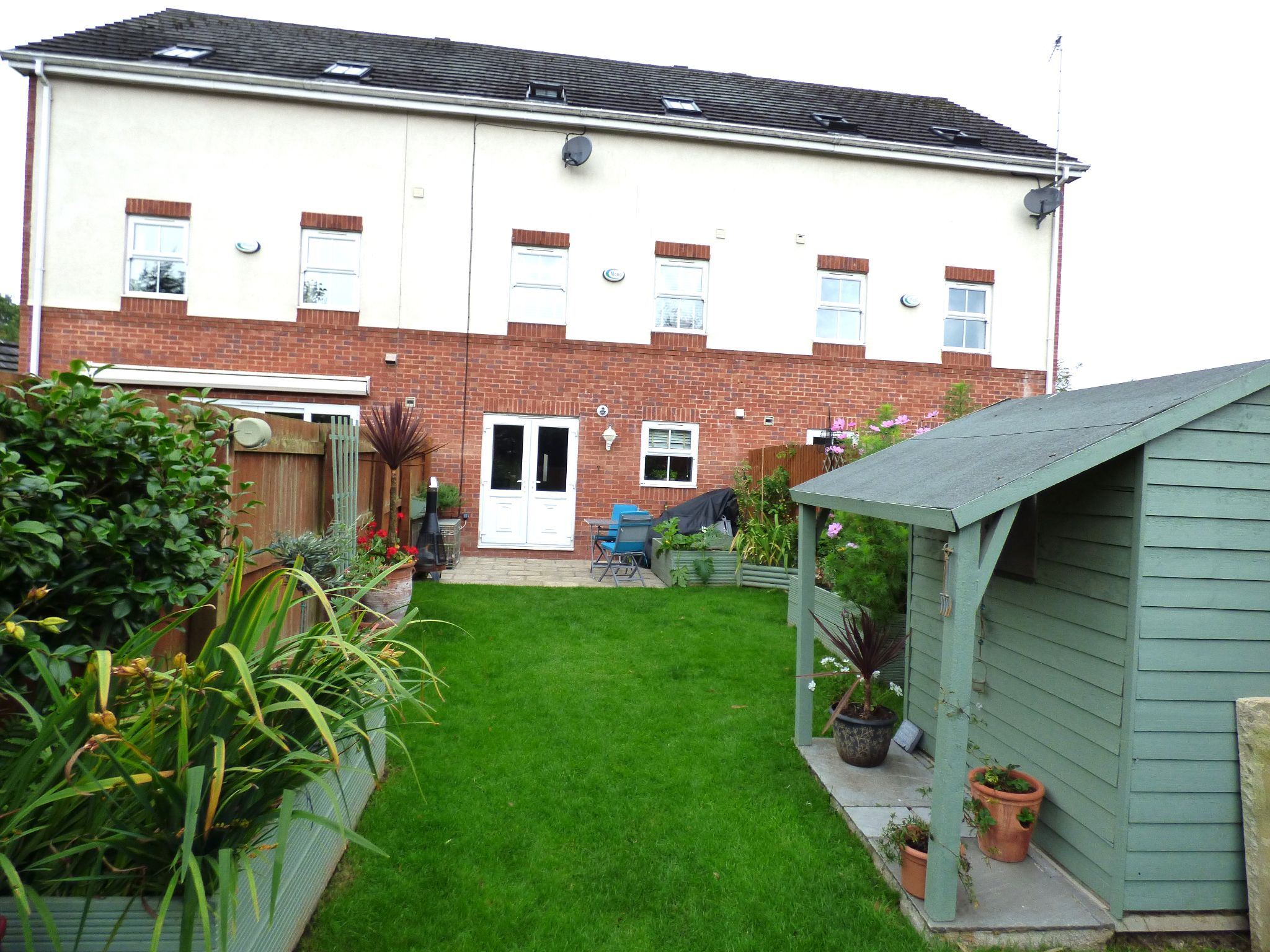 3 Bedroom Town House For Sale - Photograph 8