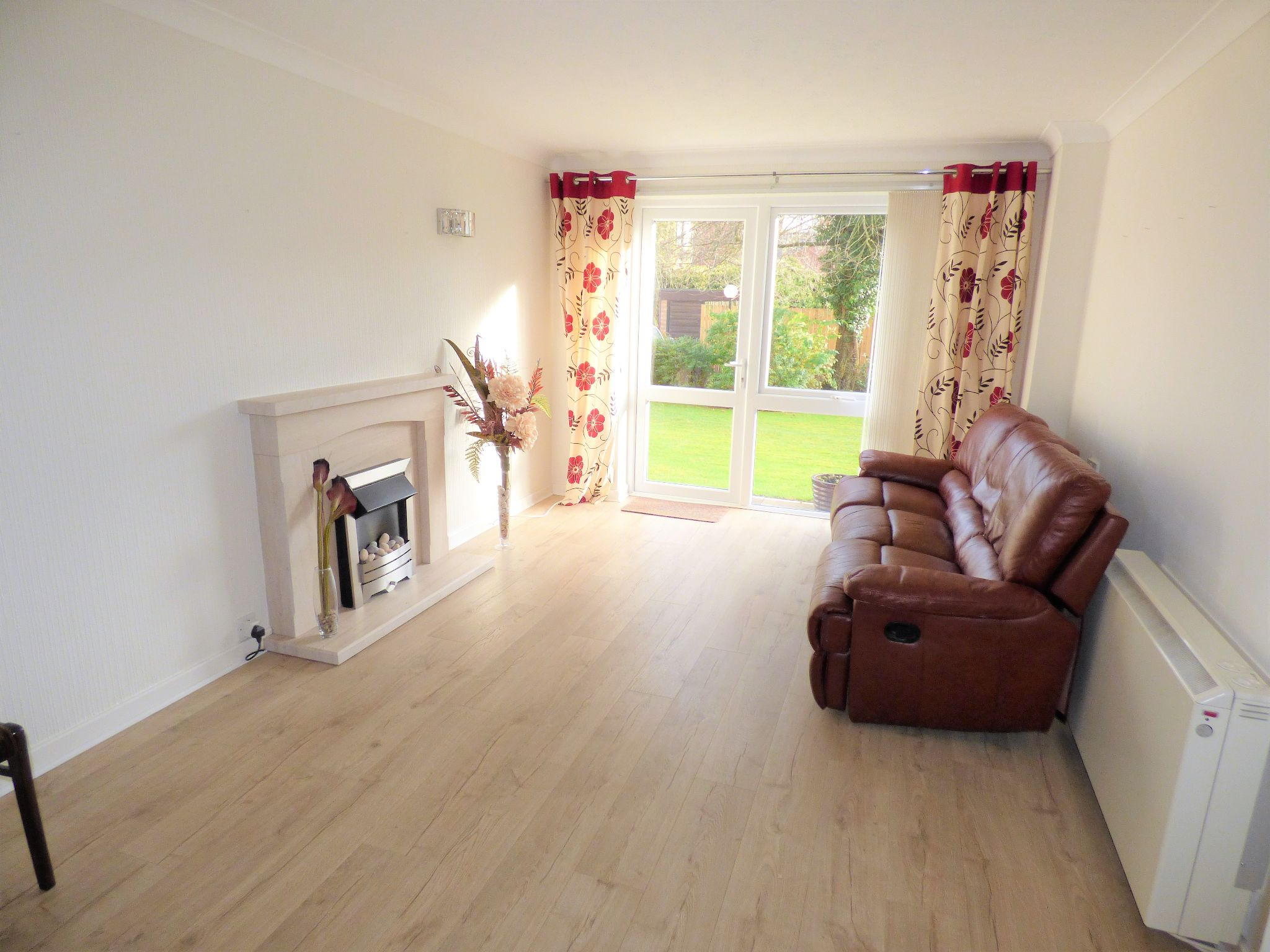 1 Bedroom Flat Flat/apartment For Sale - Photograph 2