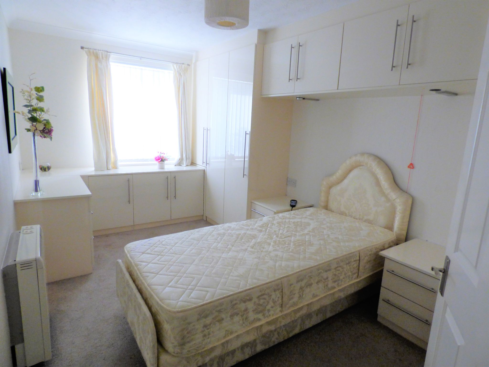 1 Bedroom Flat Flat/apartment For Sale - Photograph 5
