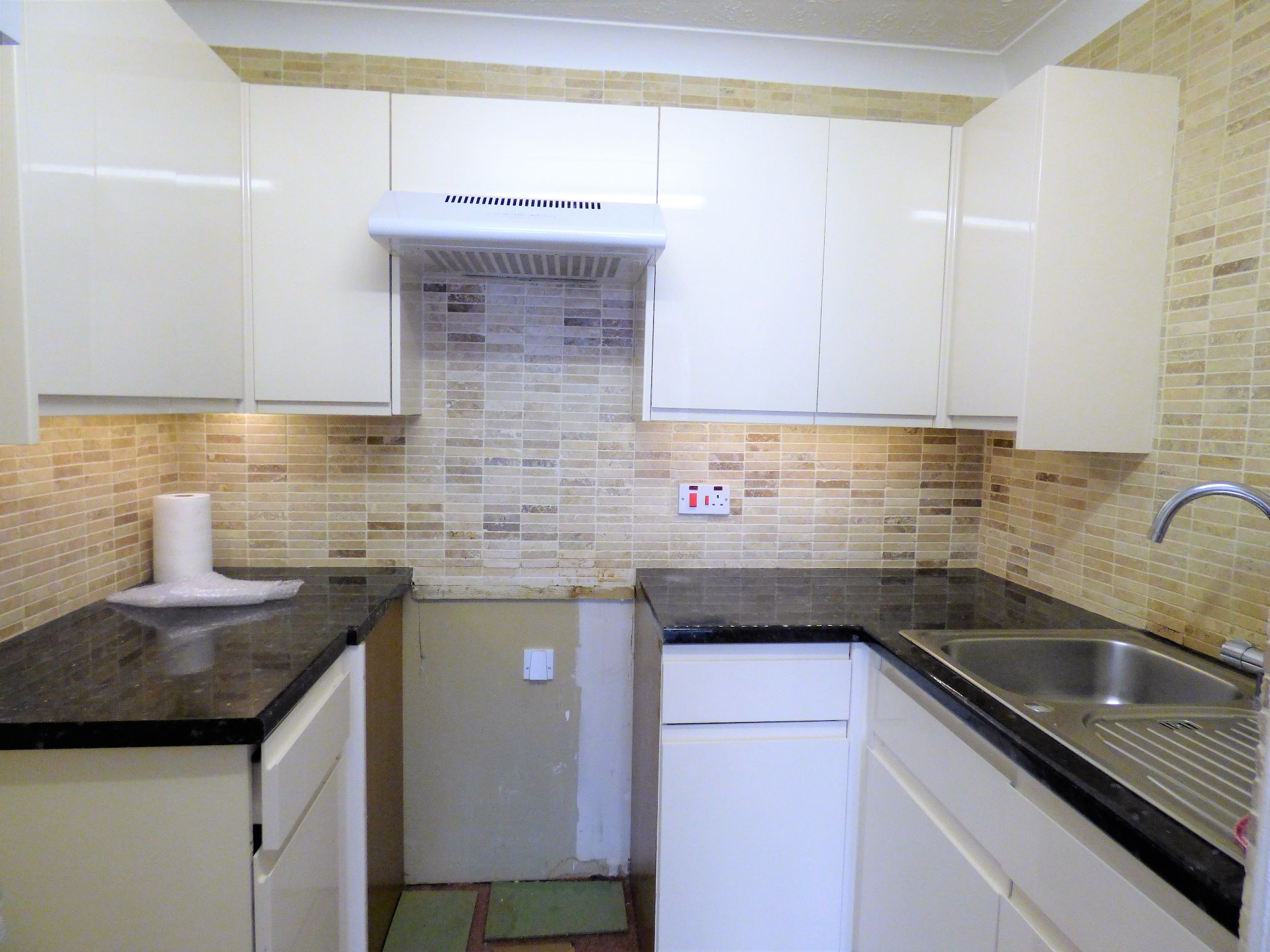 1 Bedroom Flat Flat/apartment For Sale - Photograph 3