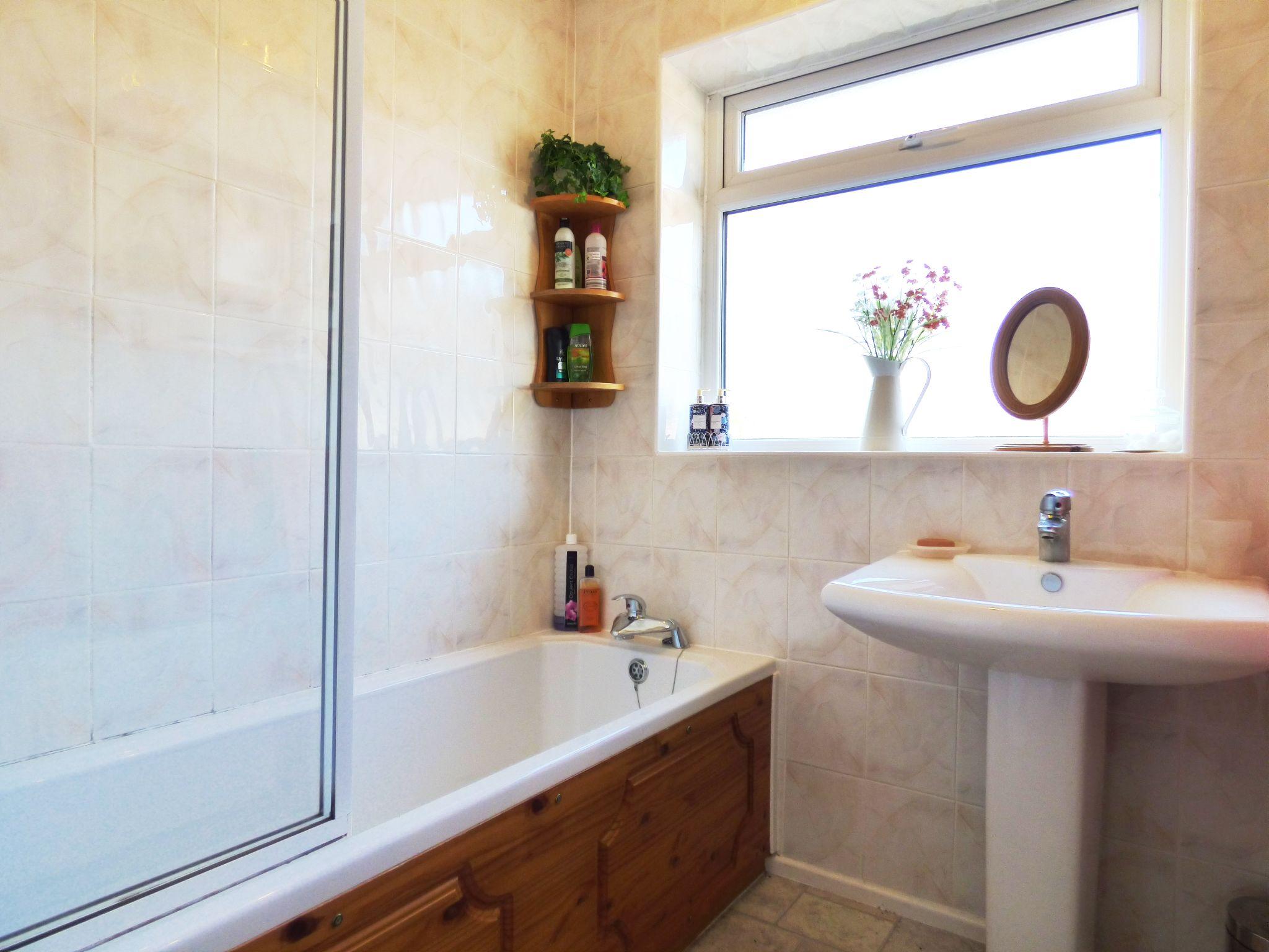 4 Bedroom Detached Bungalow For Sale - Bathroom