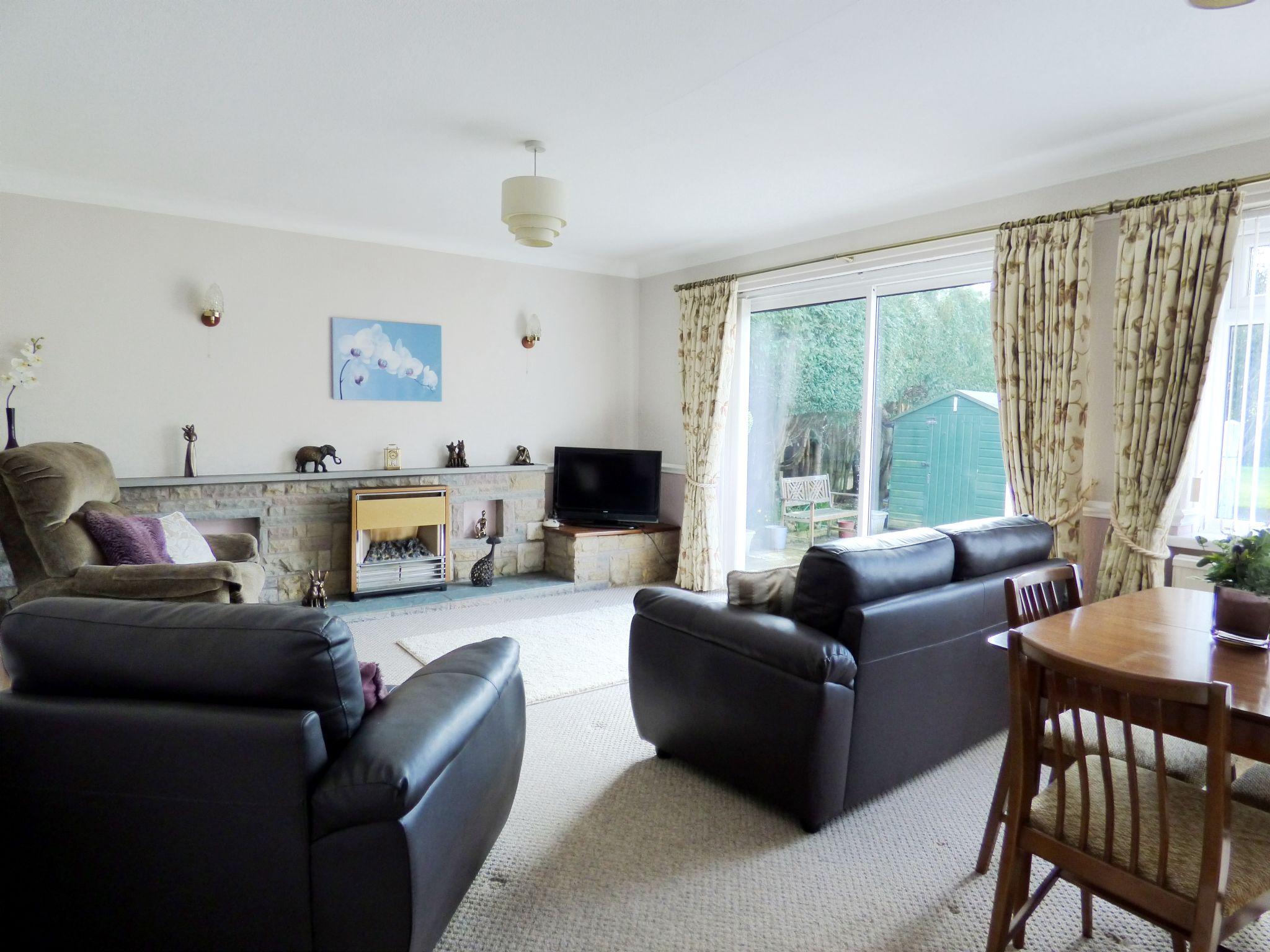 4 Bedroom Detached Bungalow For Sale - Lounge