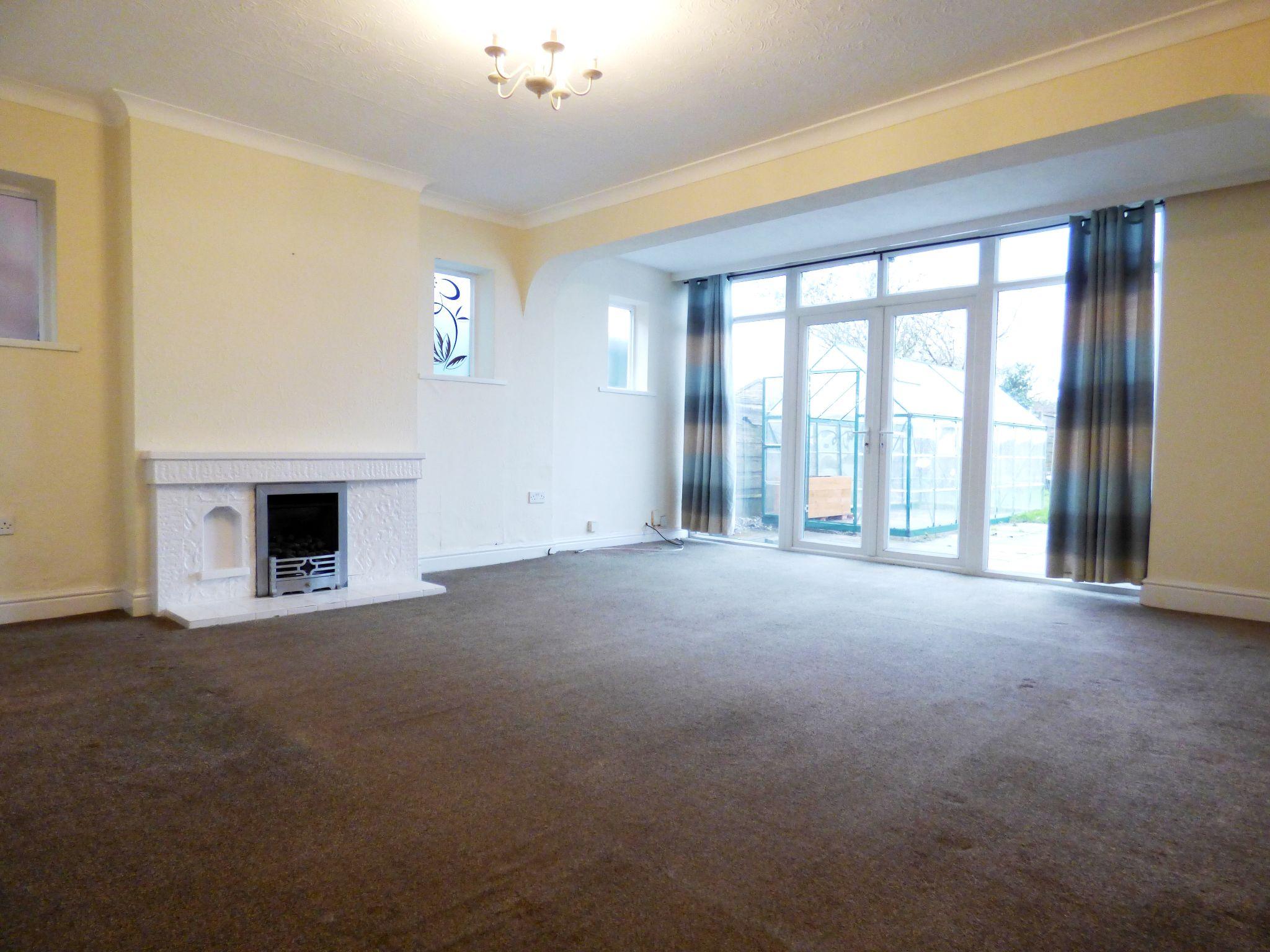 3 Bedroom Detached Bungalow For Sale - Lounge