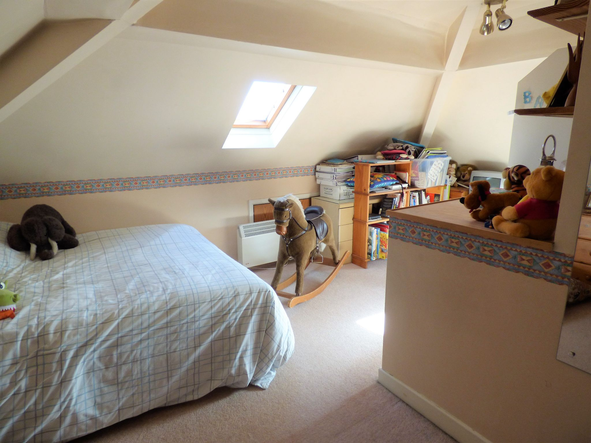 4 Bedroom Semi-detached House For Sale - Photograph 13