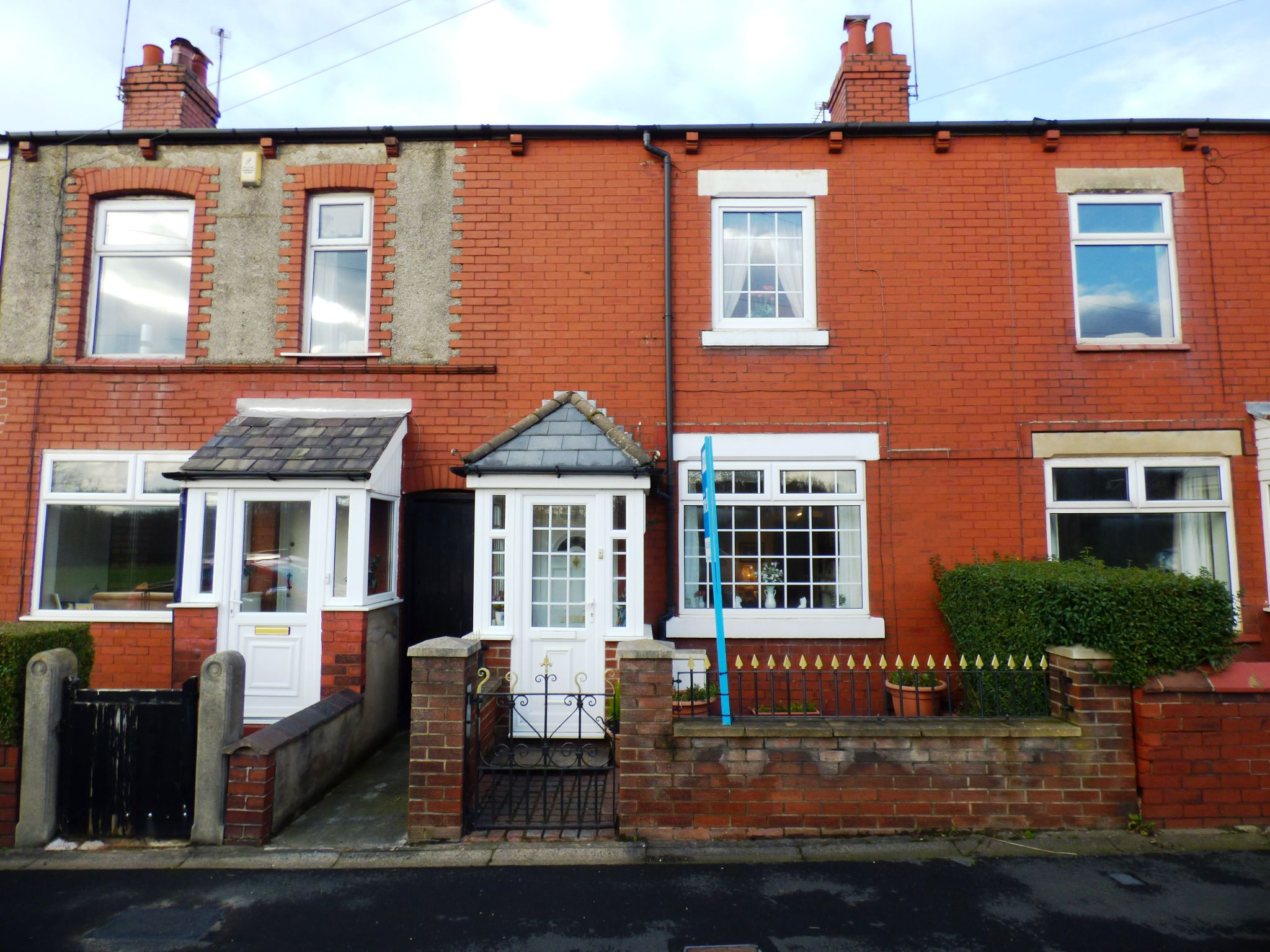 2 Bedroom Mid Terraced House For Sale - Front External