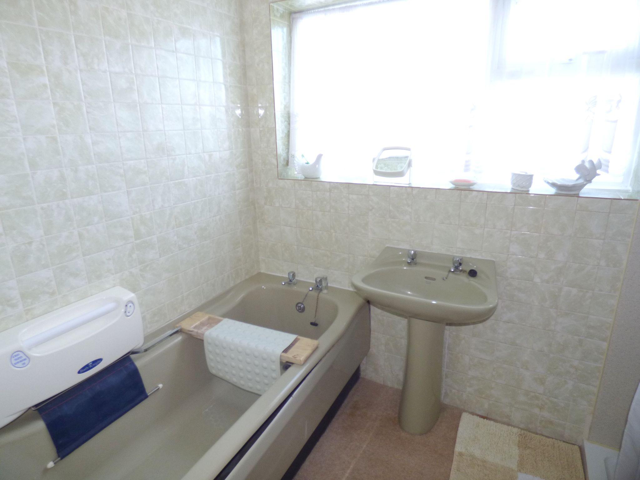 3 Bedroom Detached Bungalow For Sale - Bathroom