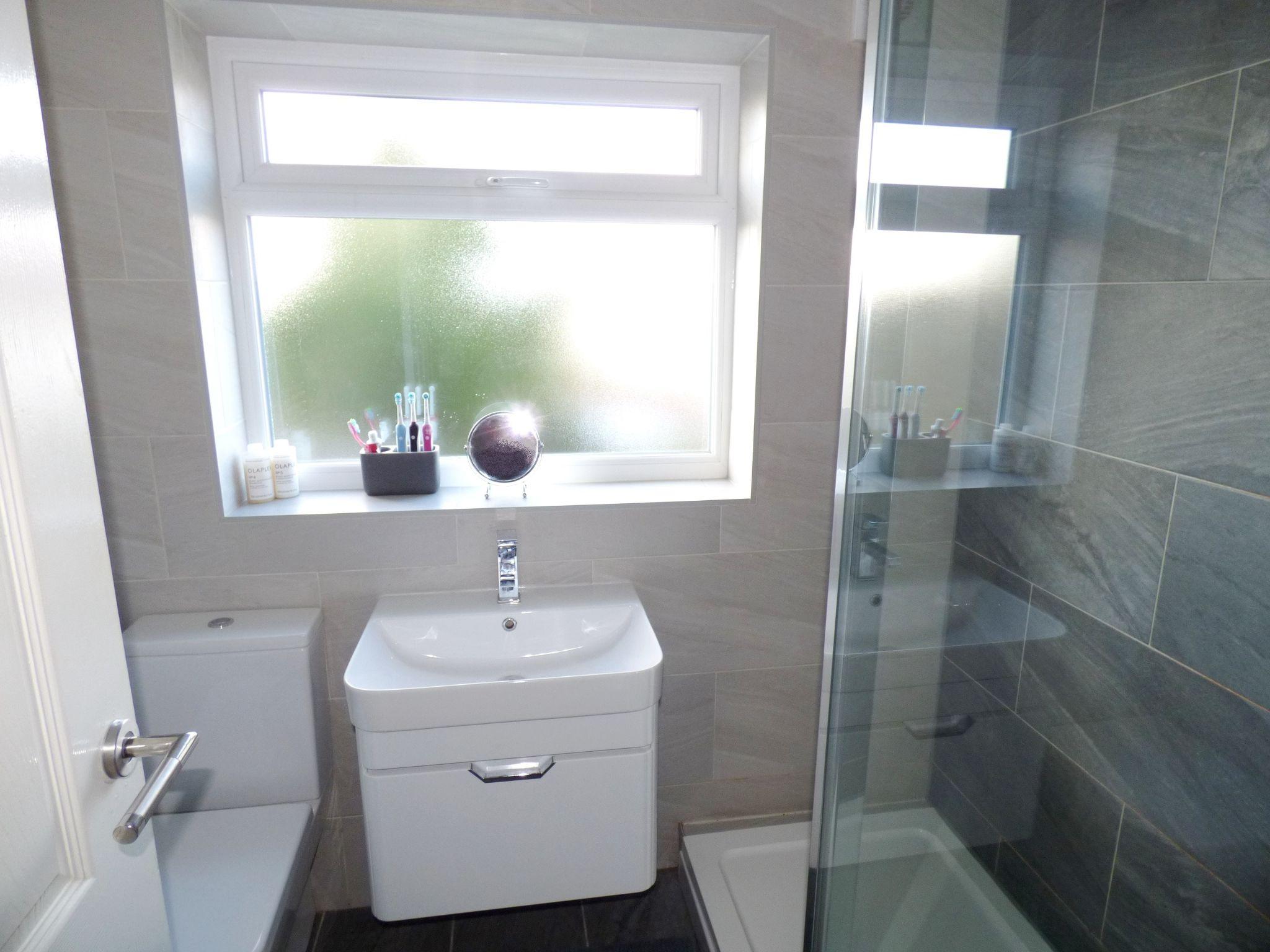 3 Bedroom Semi-detached House For Sale - Bathroom