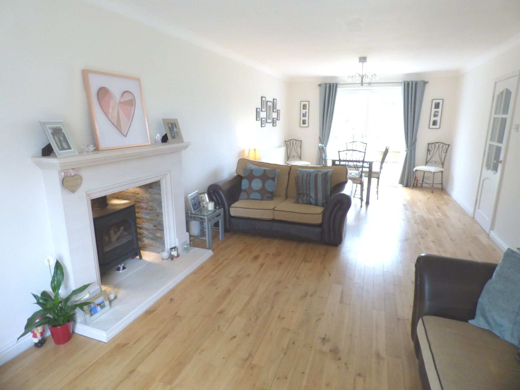 5 Bedroom Detached House For Sale - Lounge