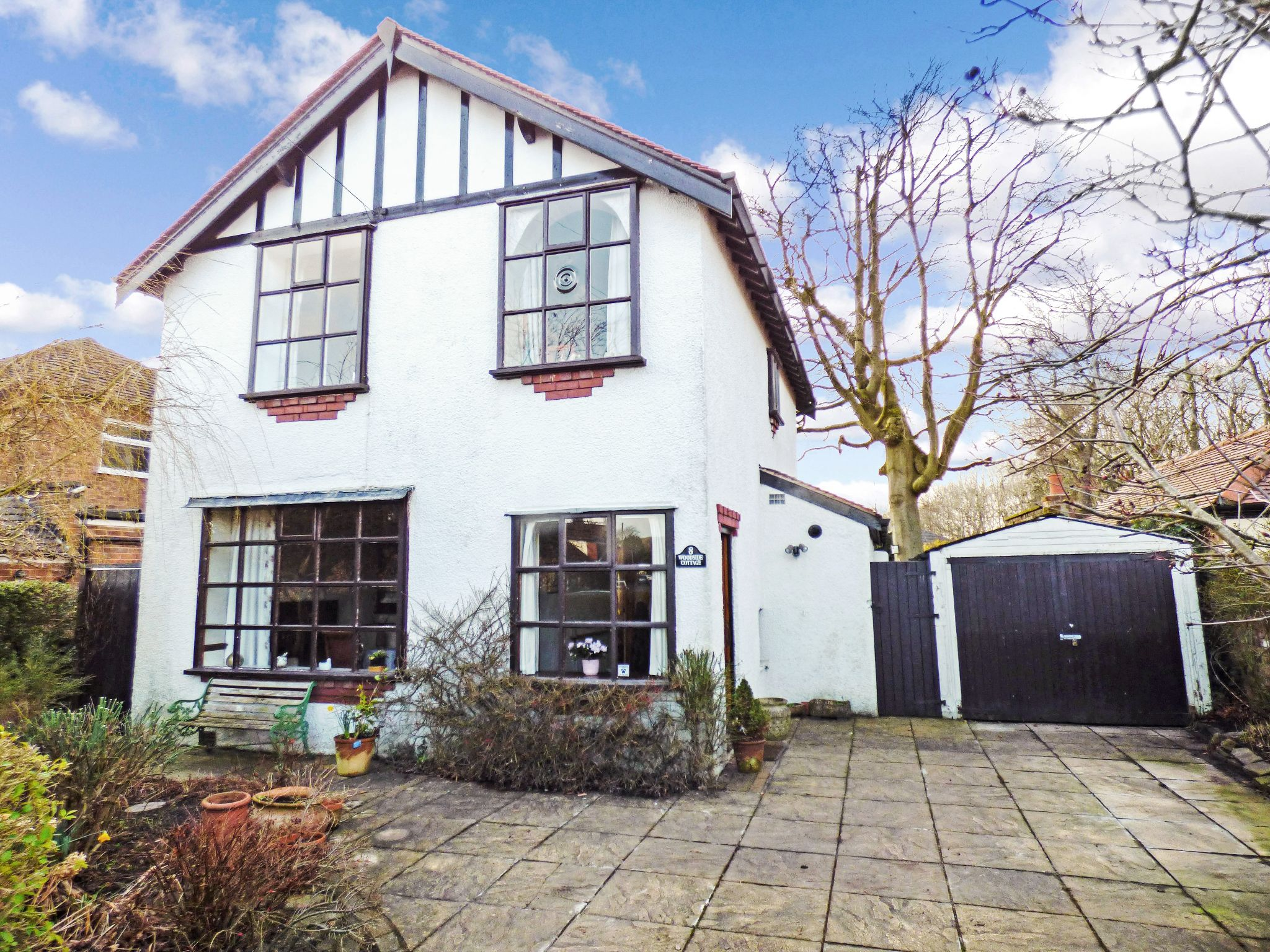 3 Bedroom Detached House For Sale - Front External