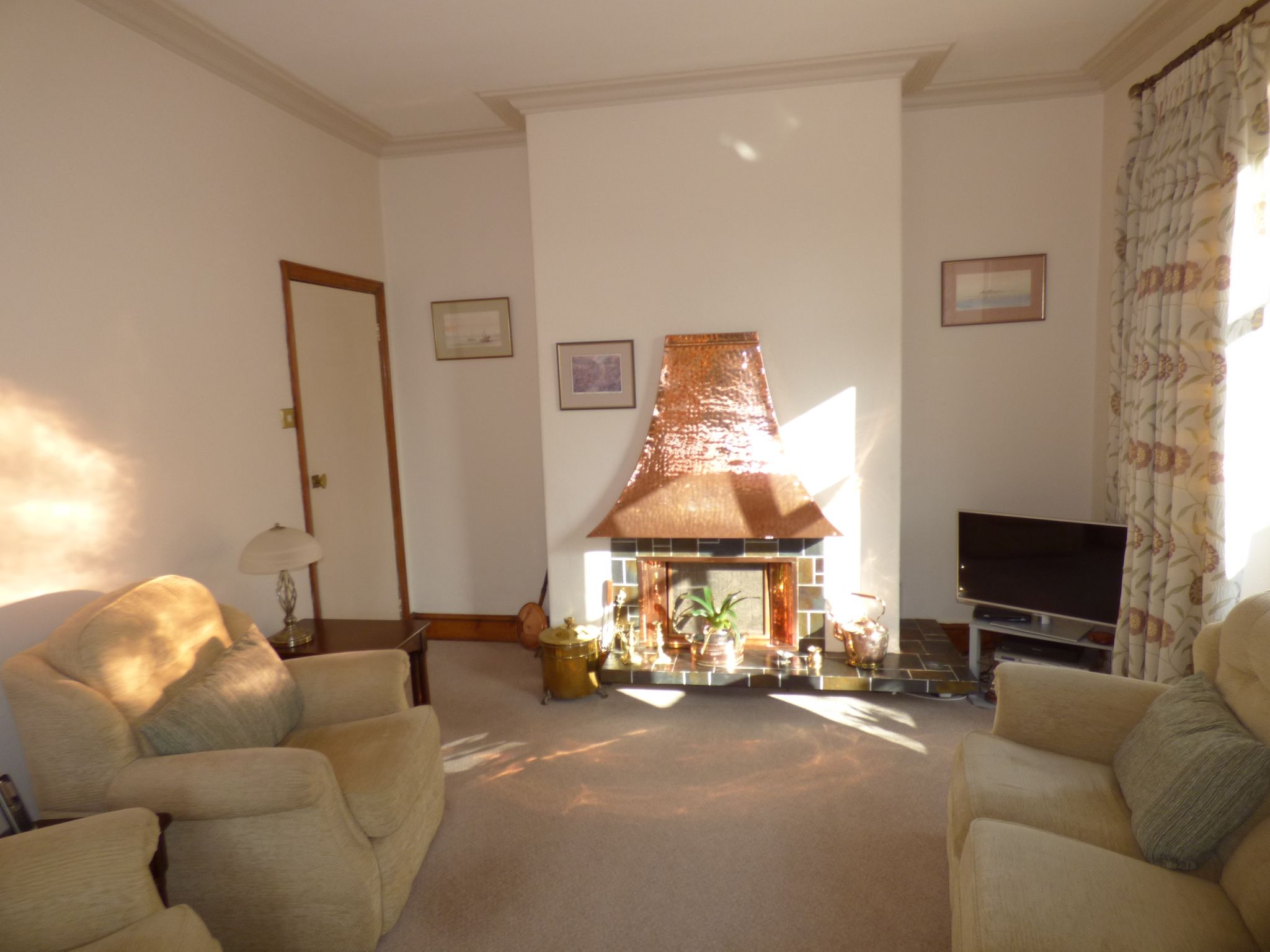 3 Bedroom Detached House For Sale - Lounge