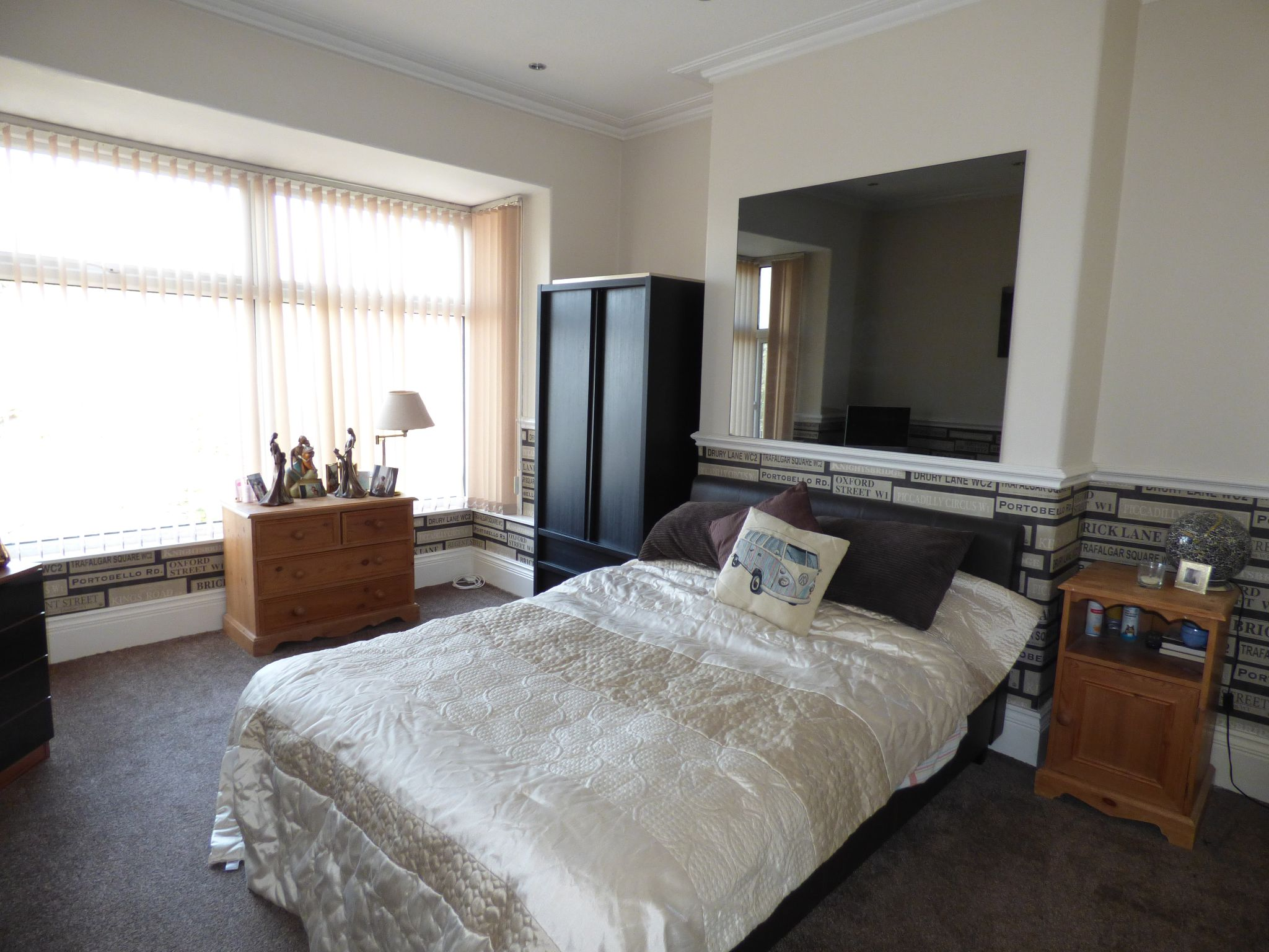 5 Bedroom Semi-detached House For Sale - Photograph 29